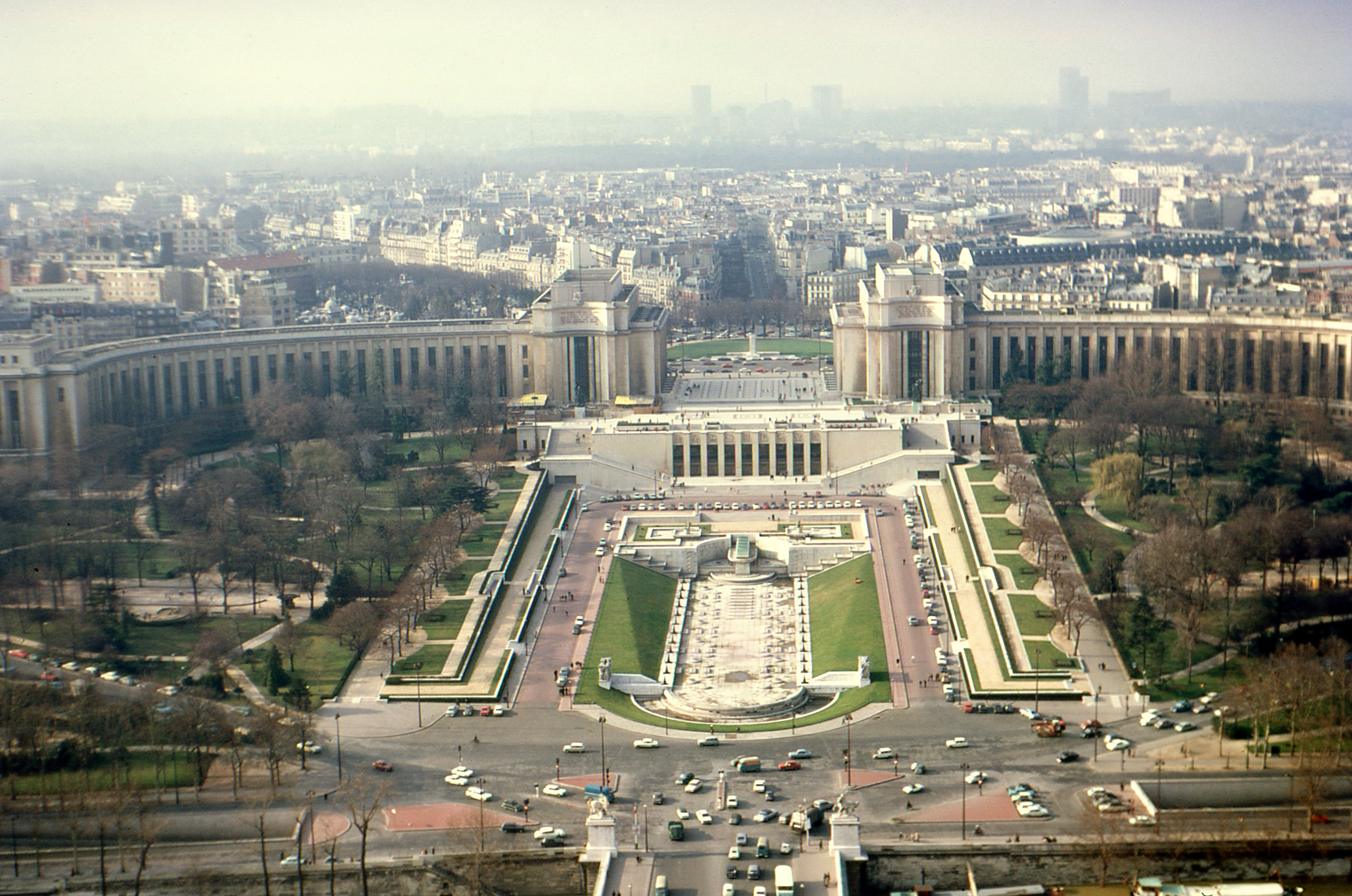 File jardins du trocad ro from the eiffel tower paris for Jardin trocadero