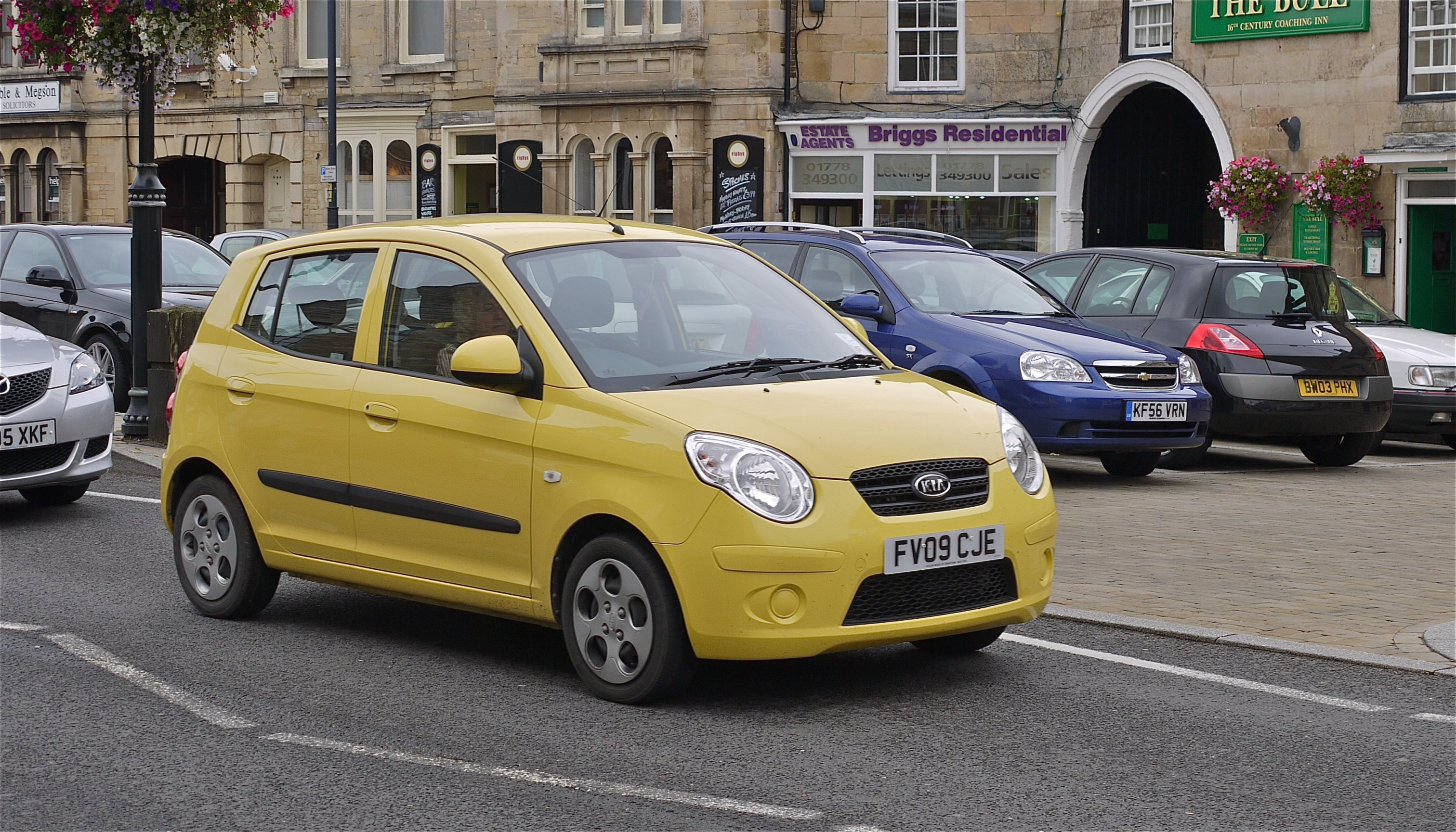 file kia picanto not many yellow versions in the uk flickr mick wikimedia commons. Black Bedroom Furniture Sets. Home Design Ideas