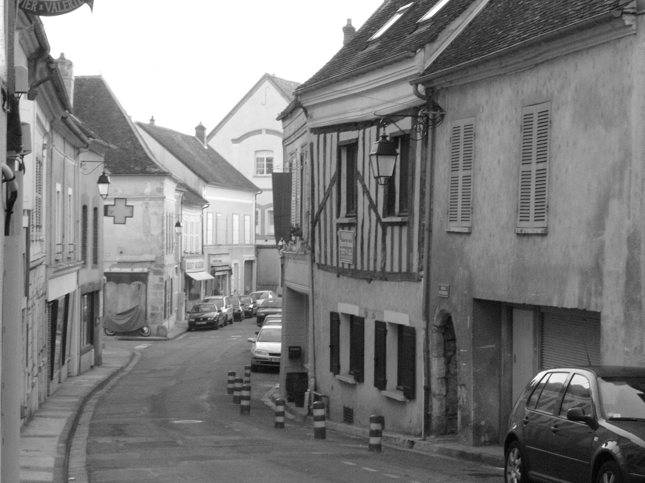 File:La rue Marie Chaubat à Donnemarie-Dontilly.JPG