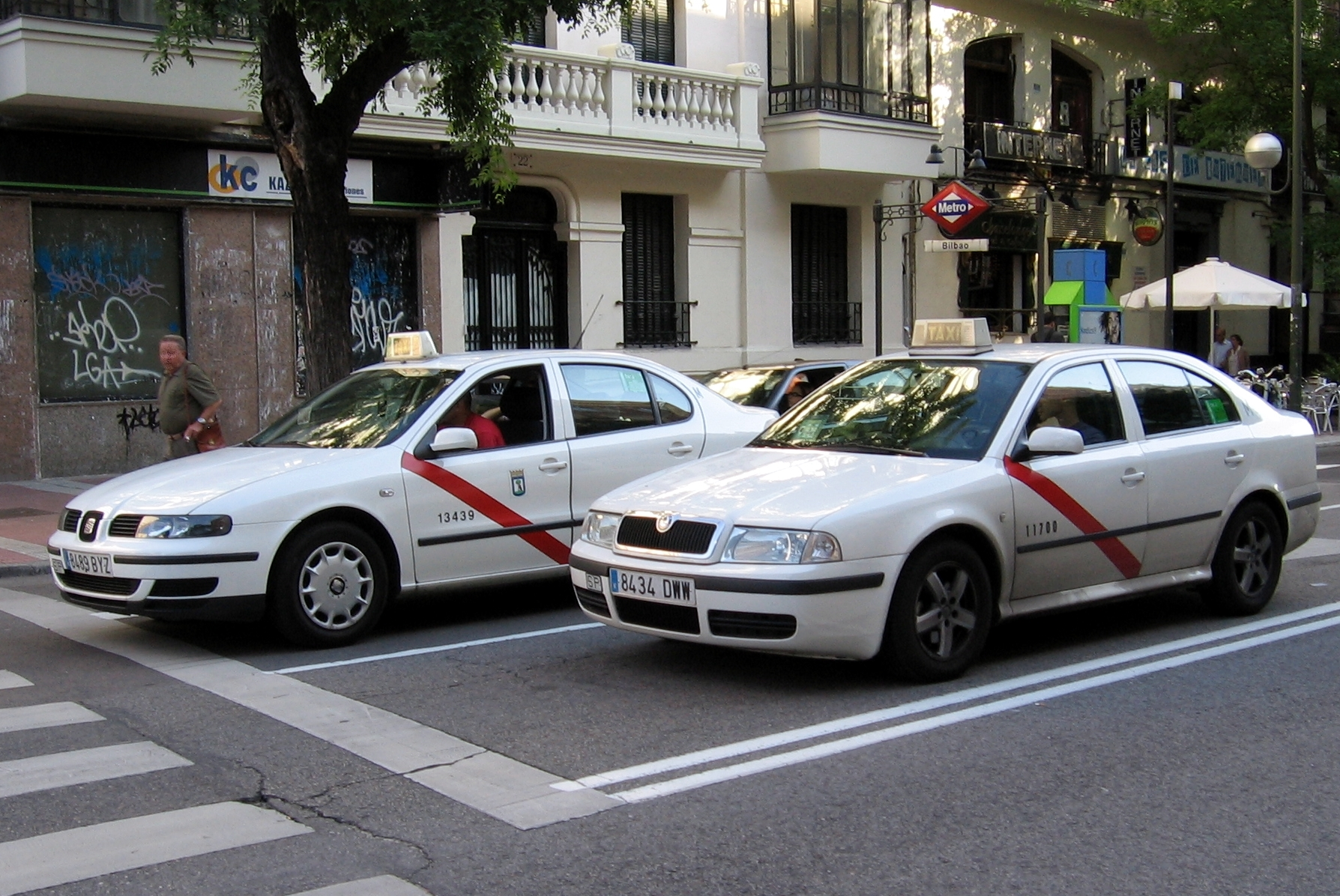 File Madrid Taxis Jpg Wikimedia Commons