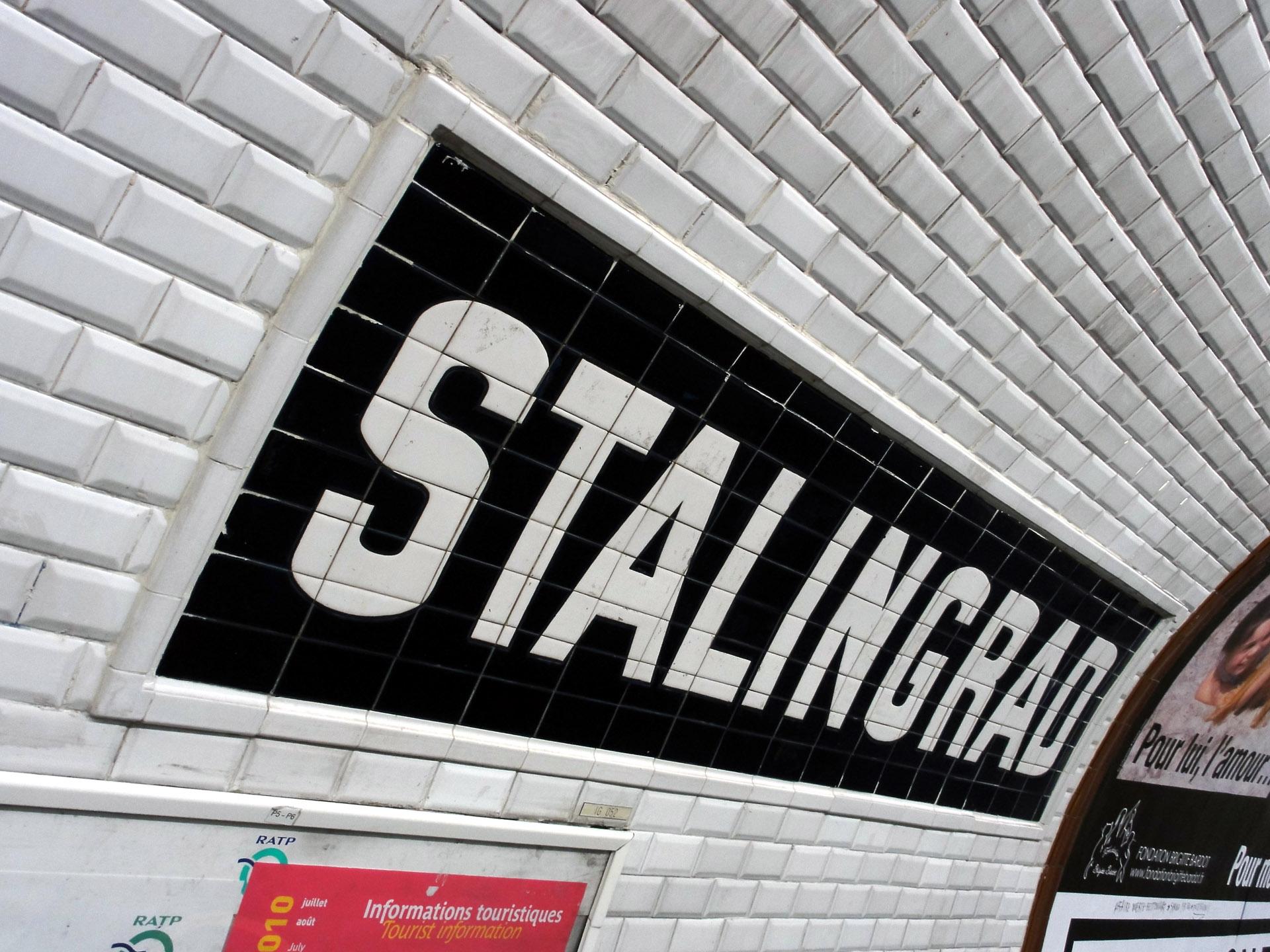 http://upload.wikimedia.org/wikipedia/commons/8/8f/Metro_de_Paris_-_Ligne_5_-_Stalingrad_03.jpg