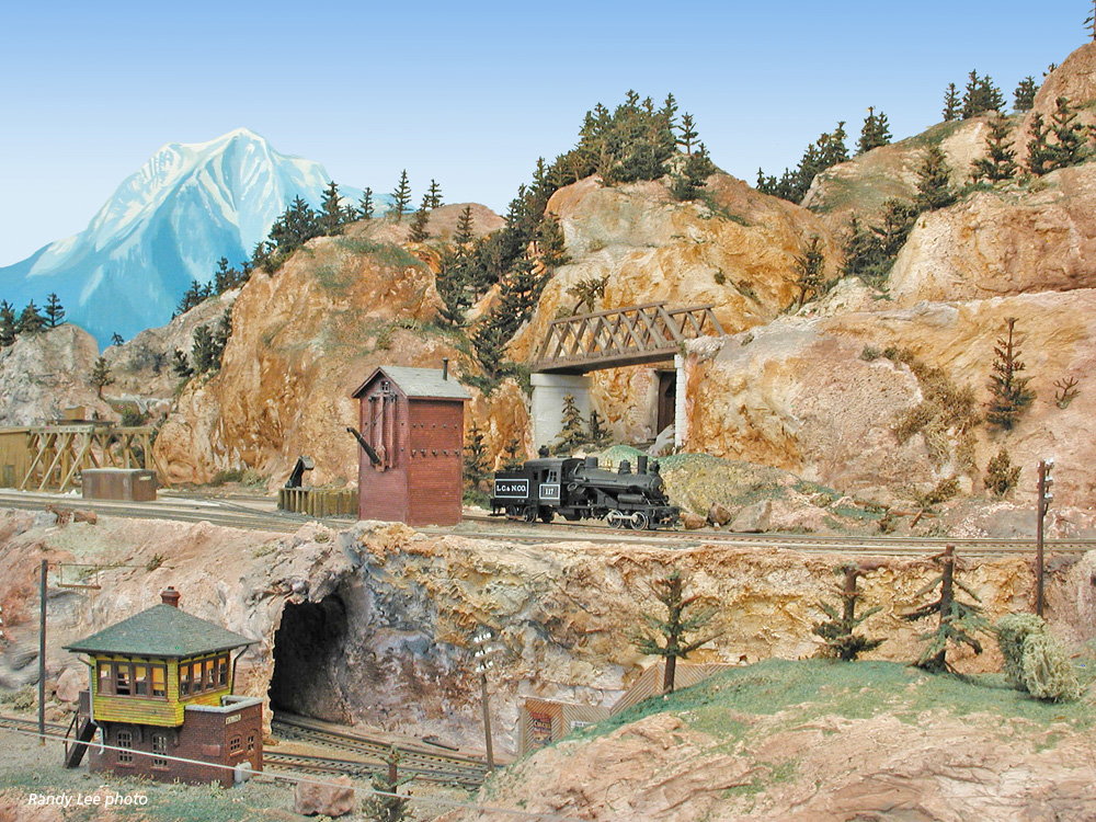 A model train layout that shows the line that connects the mine to the narrow gauge.