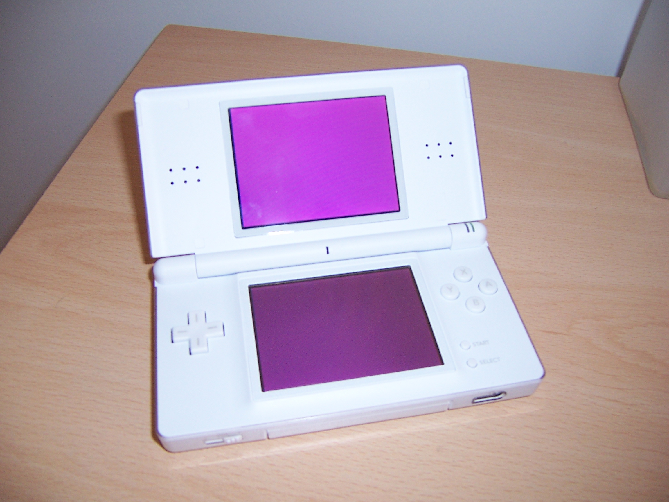 File:Nintendo-DS-Lite-Purple-Screen.JPG - Wikimedia Commons