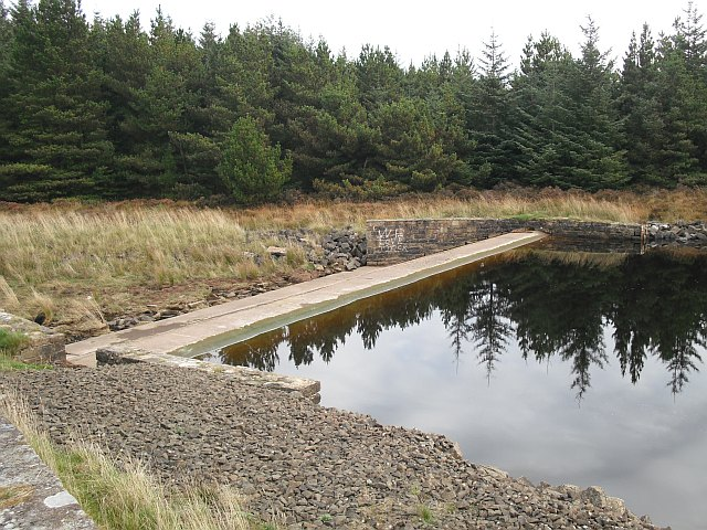 Outflow, Cobbinshaw Reservoir - geograph.org.uk - 1532337