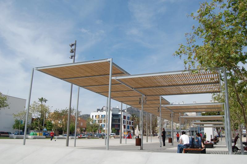 File p rgola modelo habana en plaza de les corts for Pergolas de acero