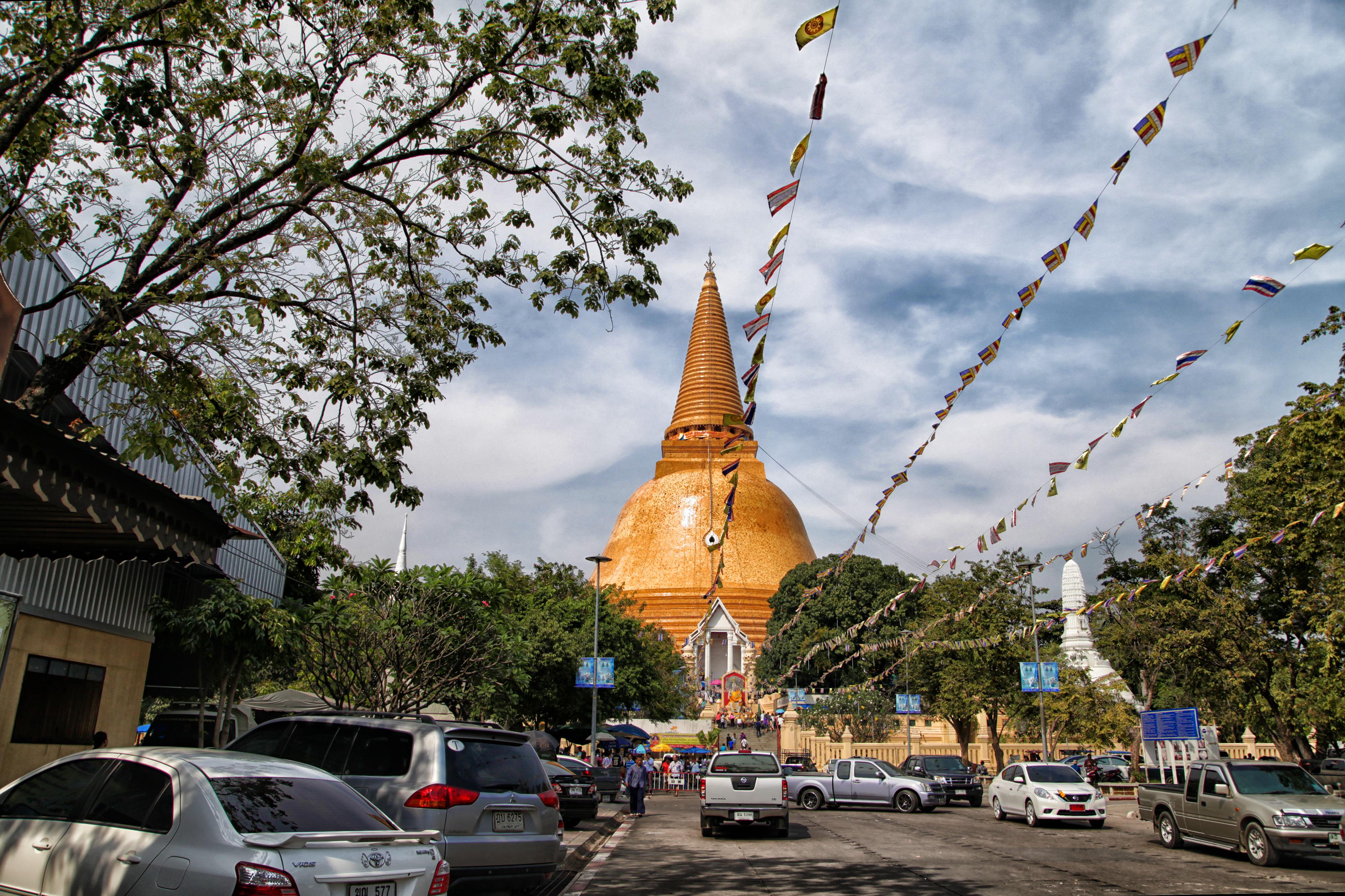 File:Phra Pathom Chedi 03.jpg - Wikimedia Commons