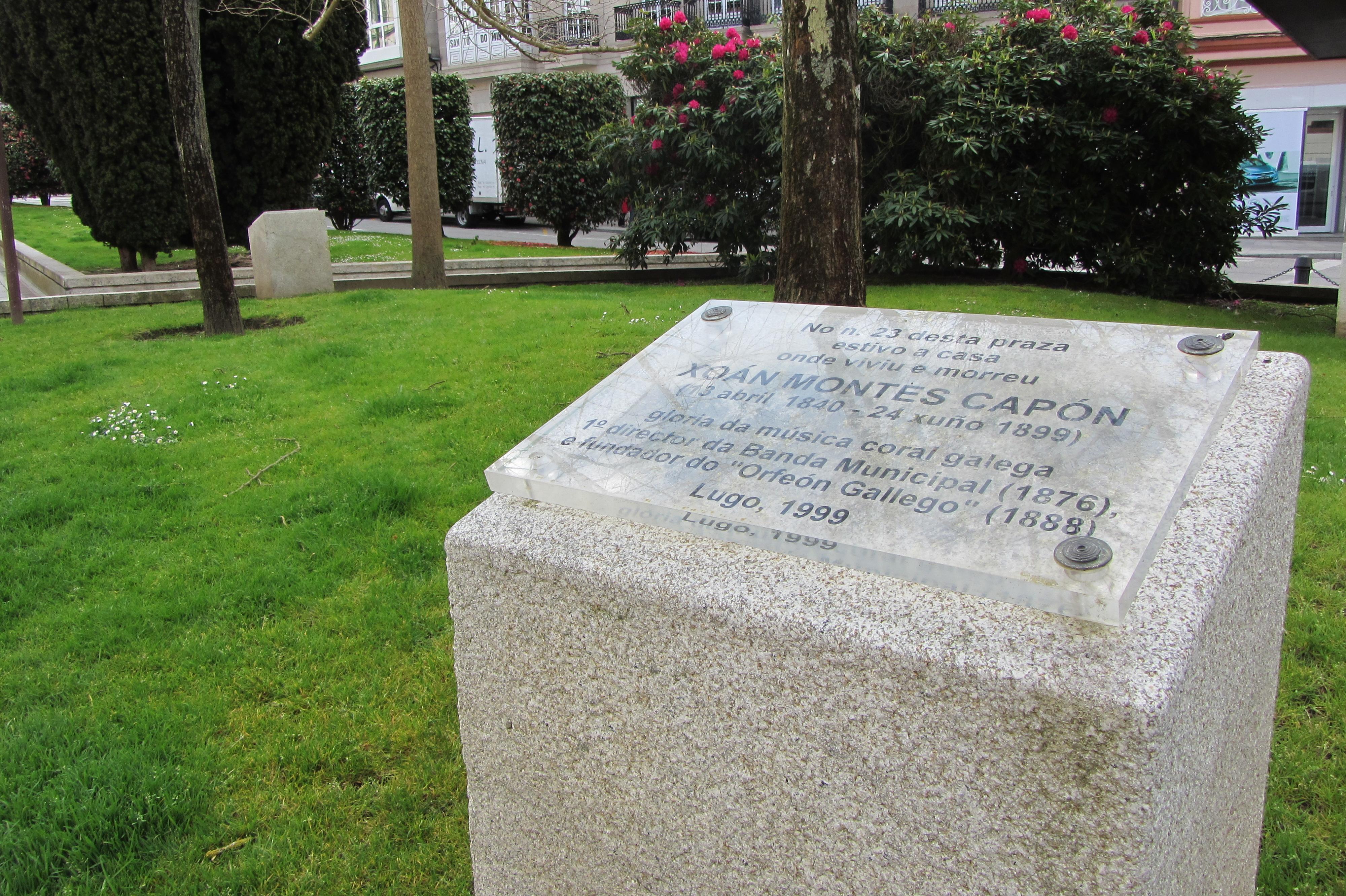 Placa que recuerda la localización de la casa del músico Juan Montes en la Plaza de Santo Domingo de la ciudad de Lugo (Galicia, España).