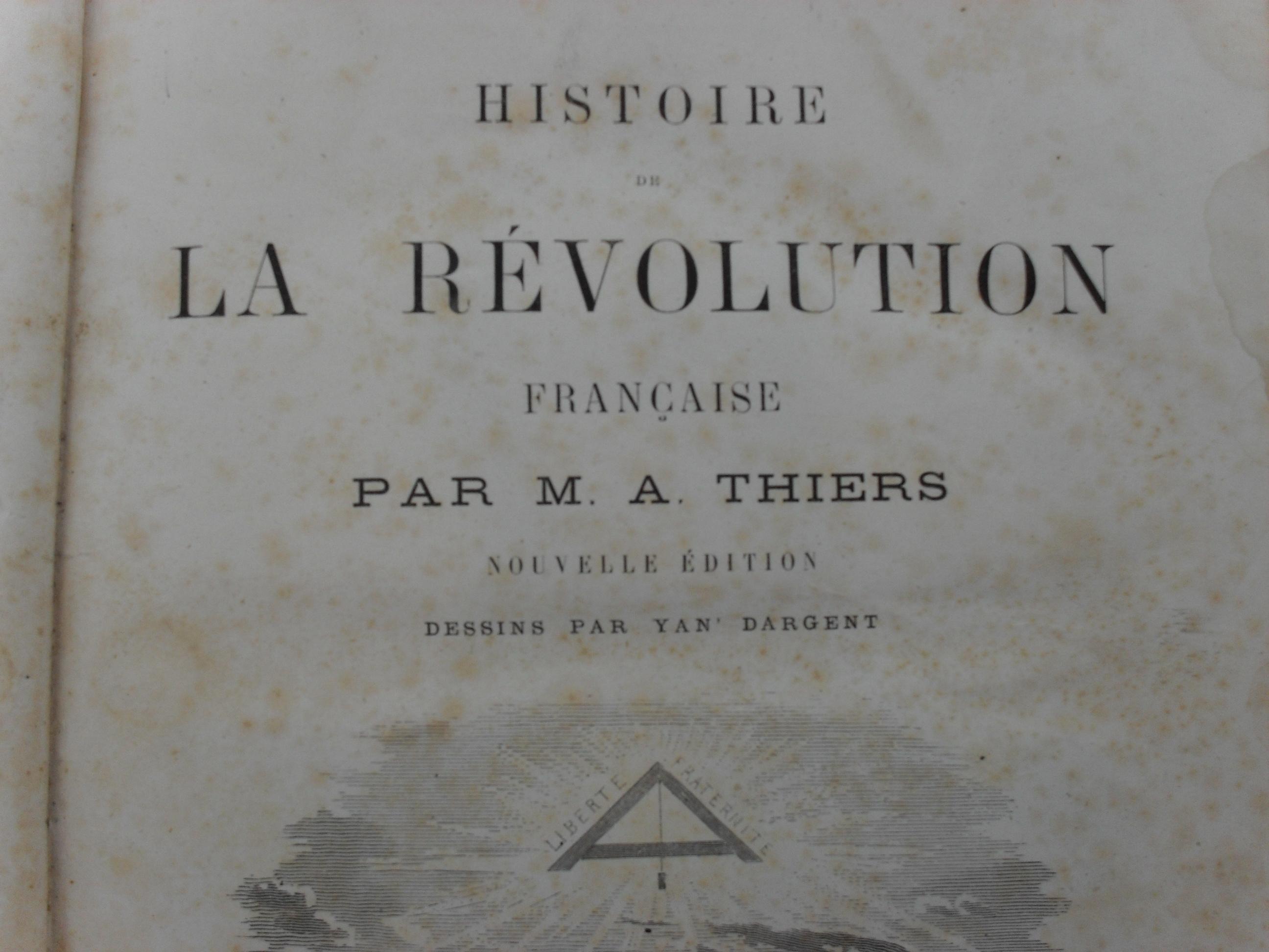 https://upload.wikimedia.org/wikipedia/commons/8/8f/Première_page_de_l%27Histoire_de_la_Révolution_française%2C_par_Adolphe_Thiers.jpg