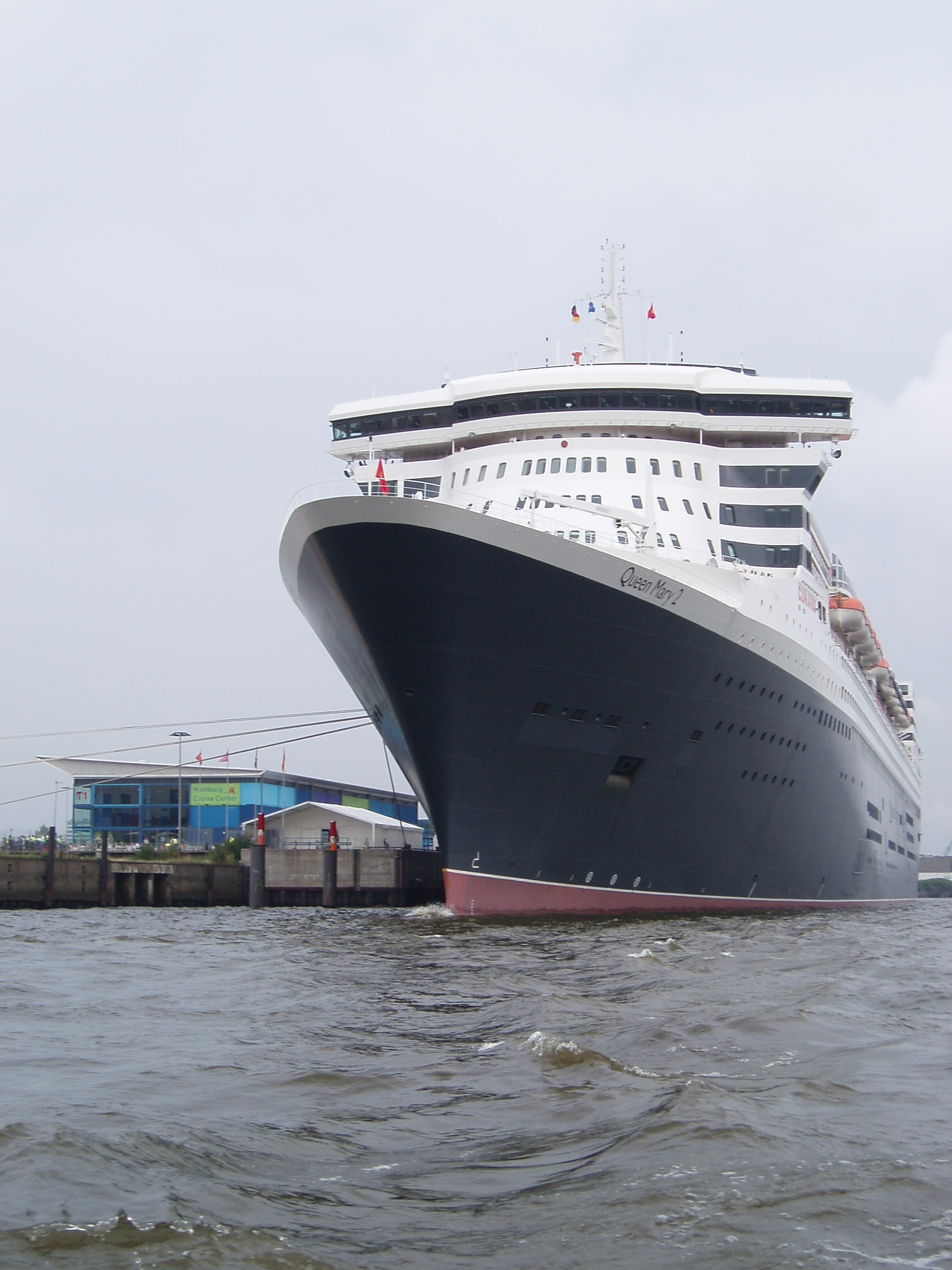 datei rms queen mary 2 in hamburg wikipedia. Black Bedroom Furniture Sets. Home Design Ideas
