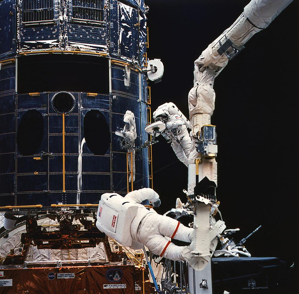 File:Repair-hubble-3-shuttle-closeup.jpg - Wikimedia Commons