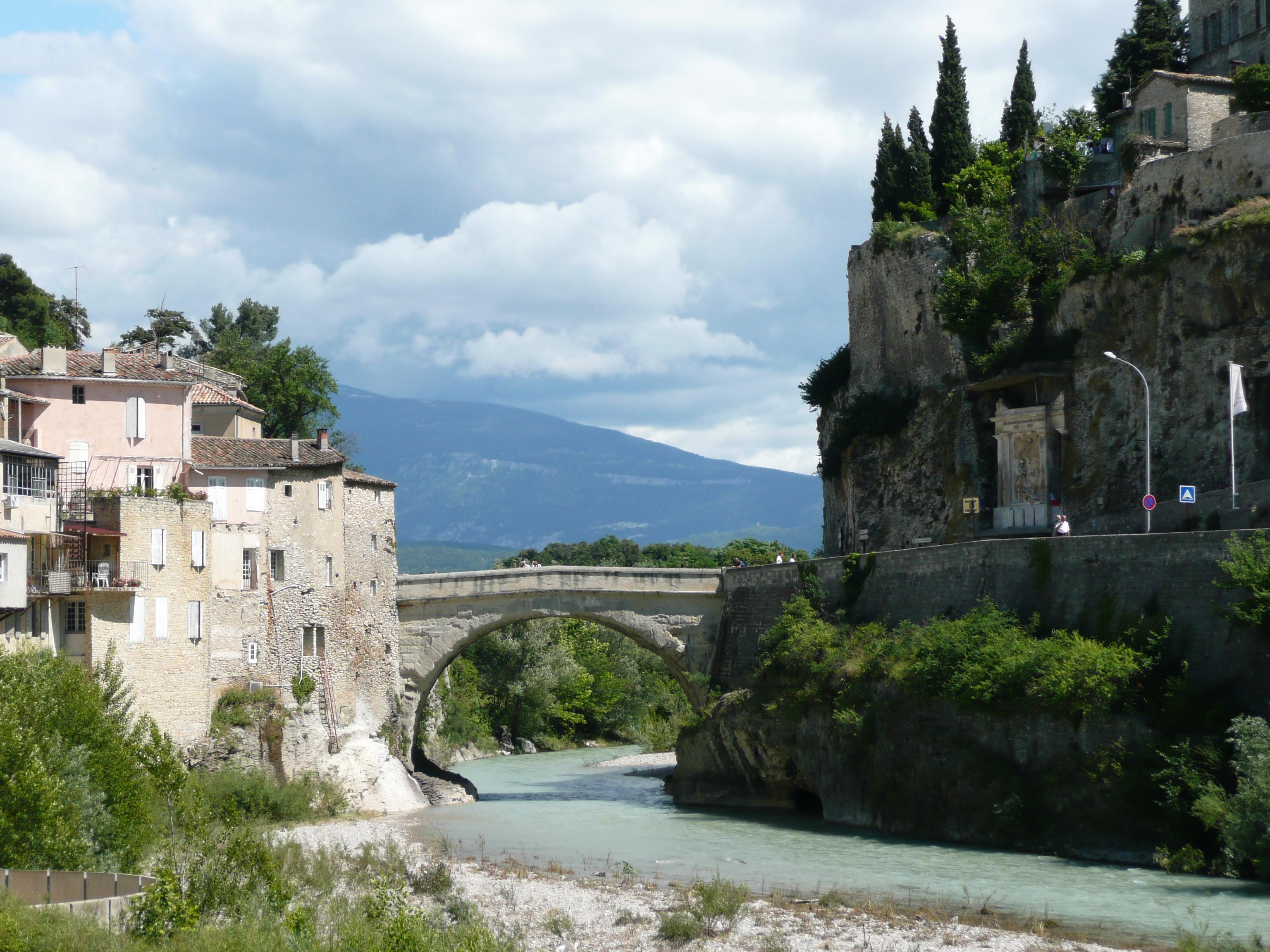 Fichier roman bridge vaison la romaine france pic 01 - Office du tourisme de vaison la romaine ...