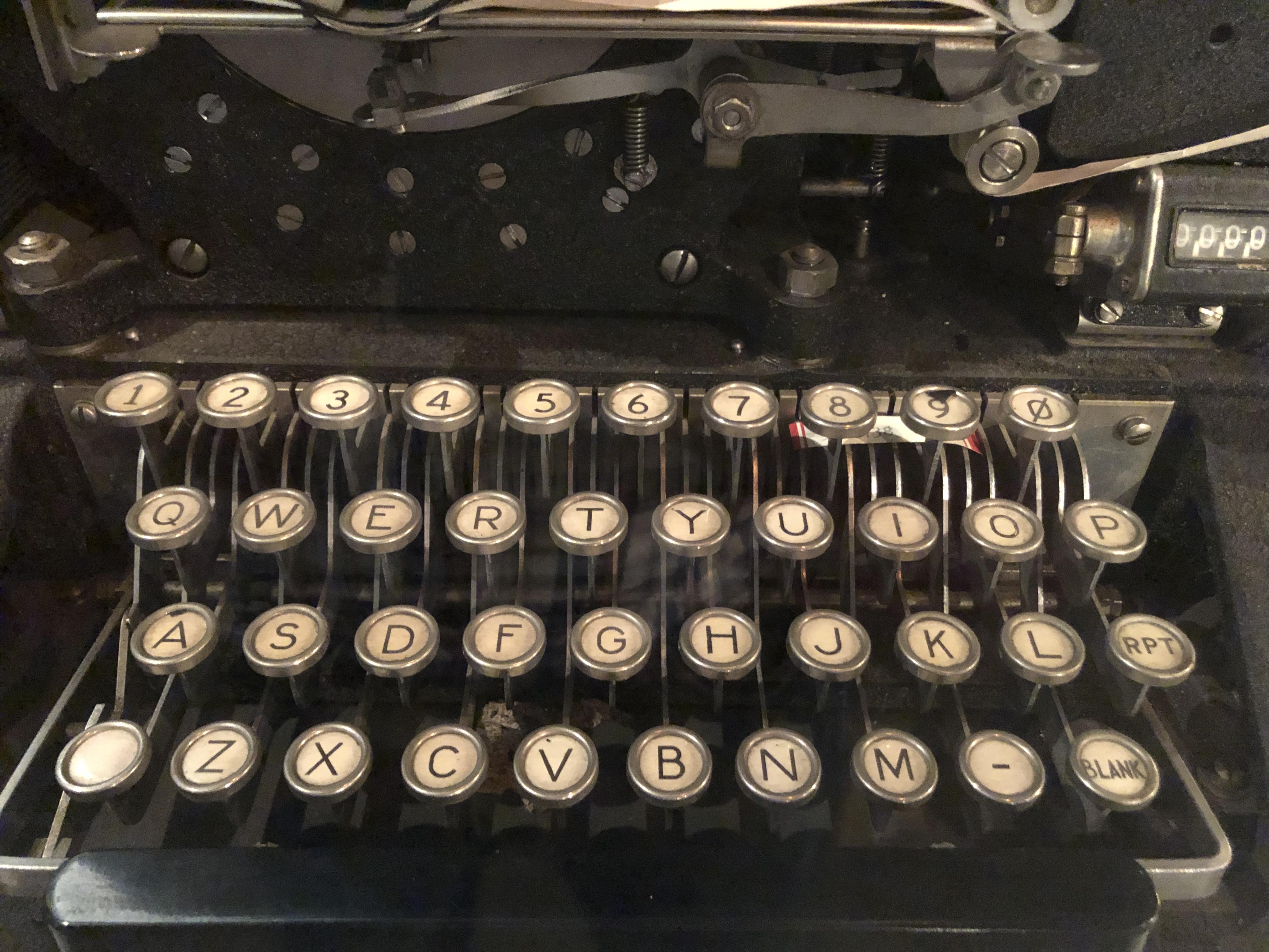 SIGABA-ECM (Army M-134-C, Navy CSP-888) at NCM keyboard.agr.jpg English: Keyboard of SIGABA cipher machine on display at the U.S. National