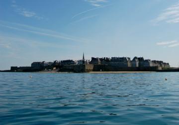 Fichier:Saint-Malo depuis la rade - juin 2010-2.jpg