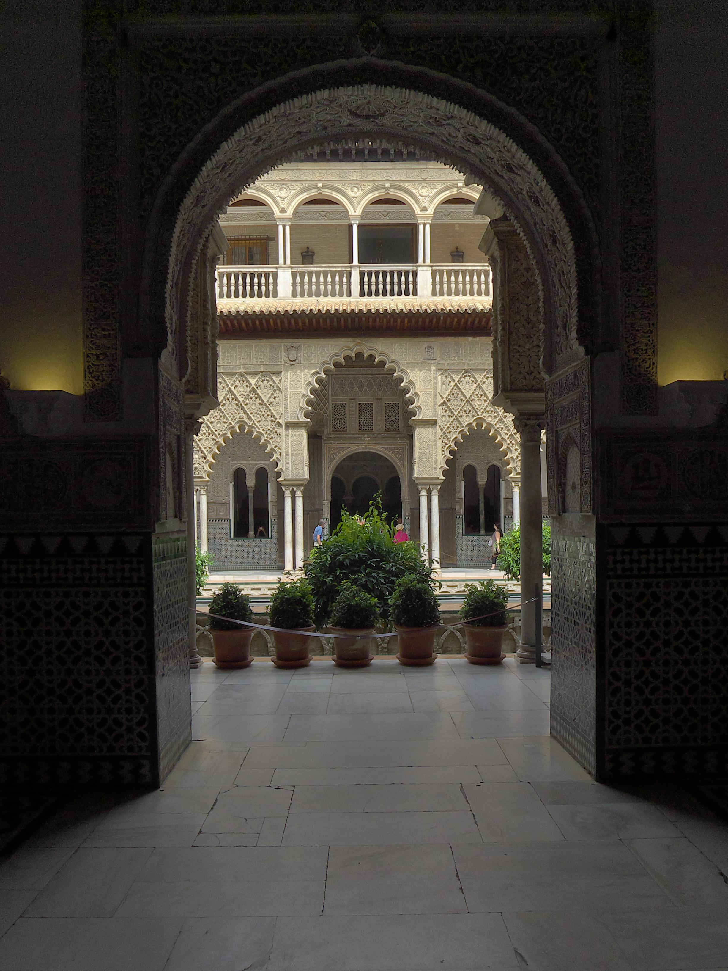 File:Salón Del Techo De Carlos V (Alcázar De Sevilla). Patio.