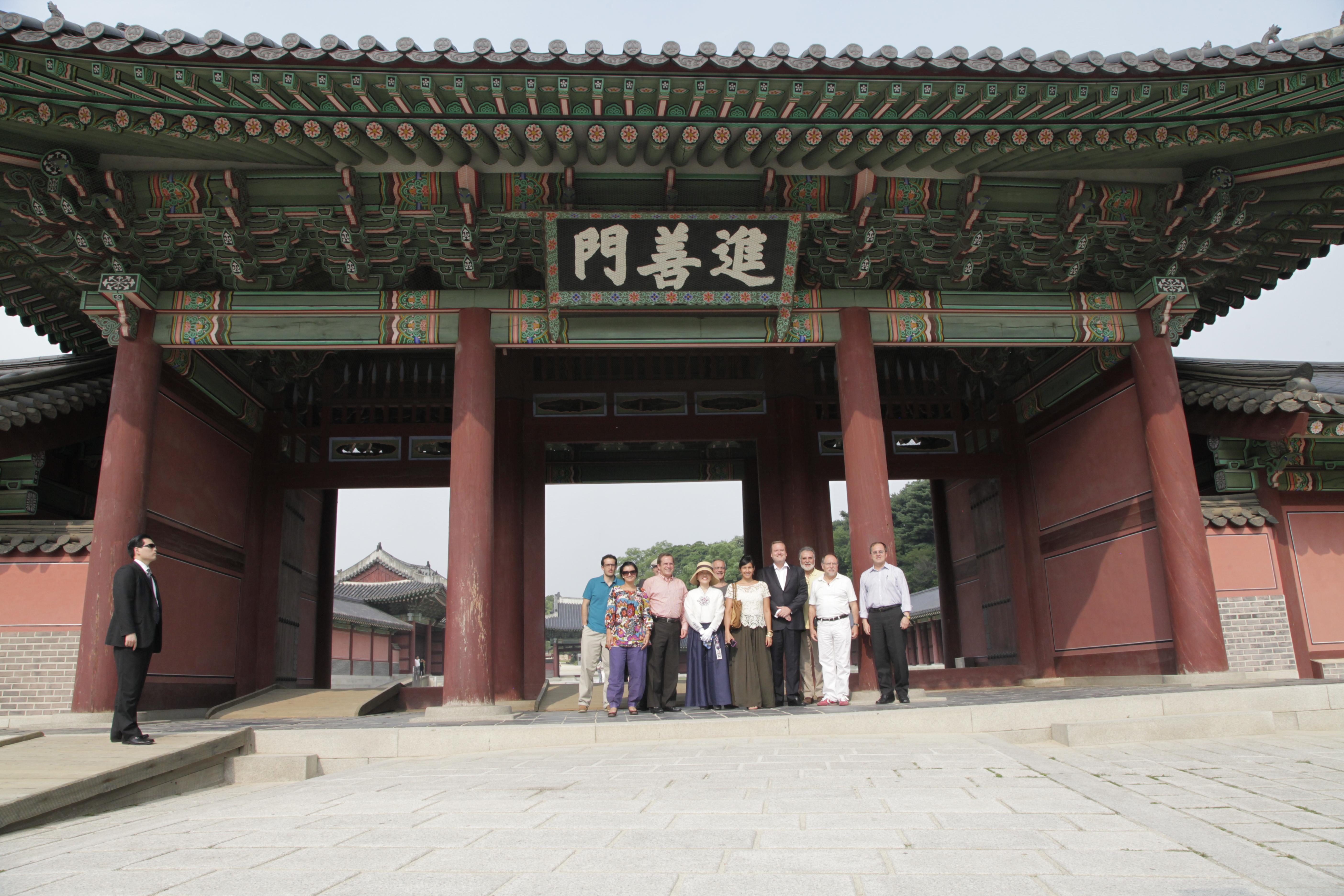 File se l visita al jardin secreto del palacio chang deok for Jardin secreto