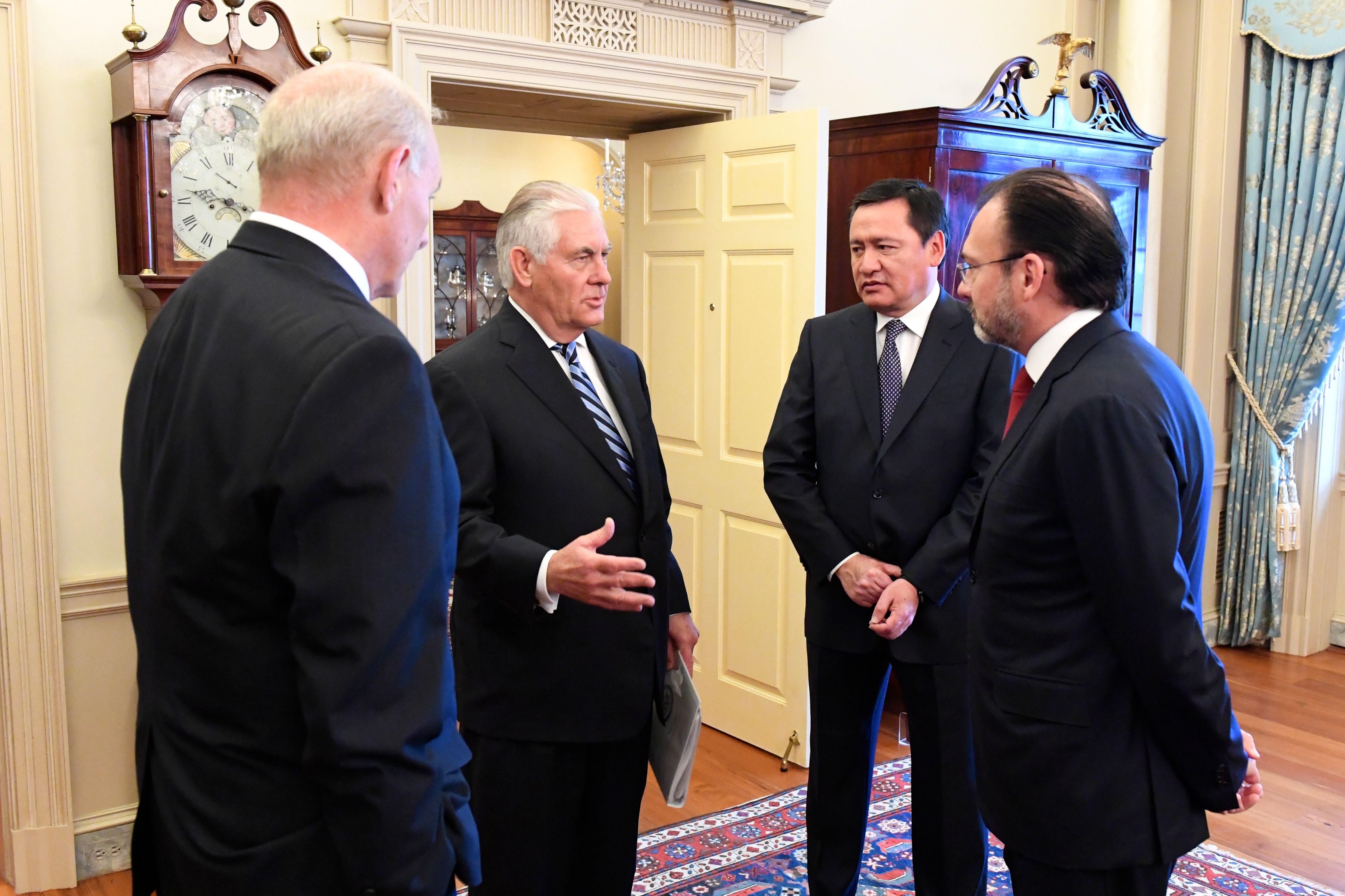 Filesecretaries Tillerson And Kelly Speak With Mexican Secretaries