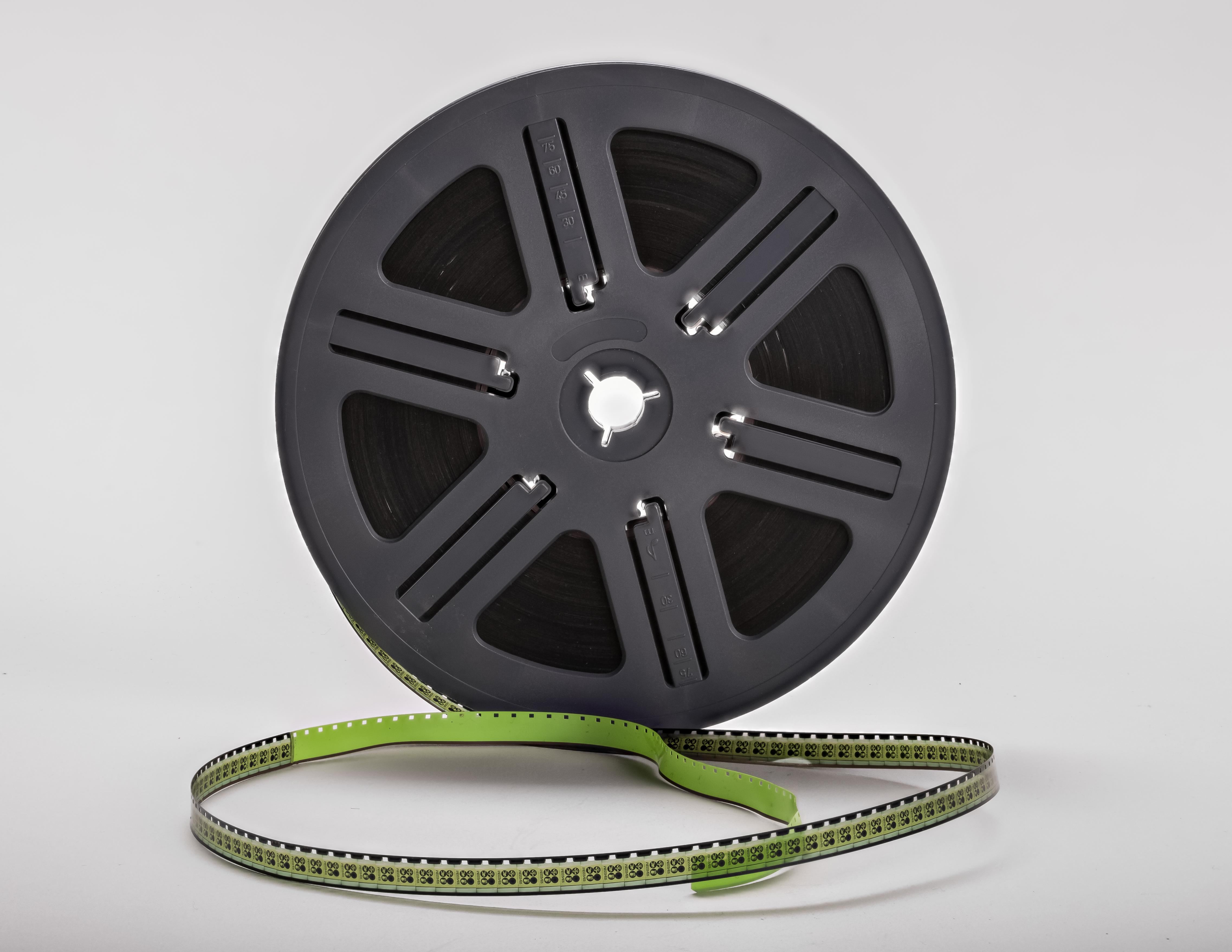 Super-8-mm-film-on-a-spool-01.jpg