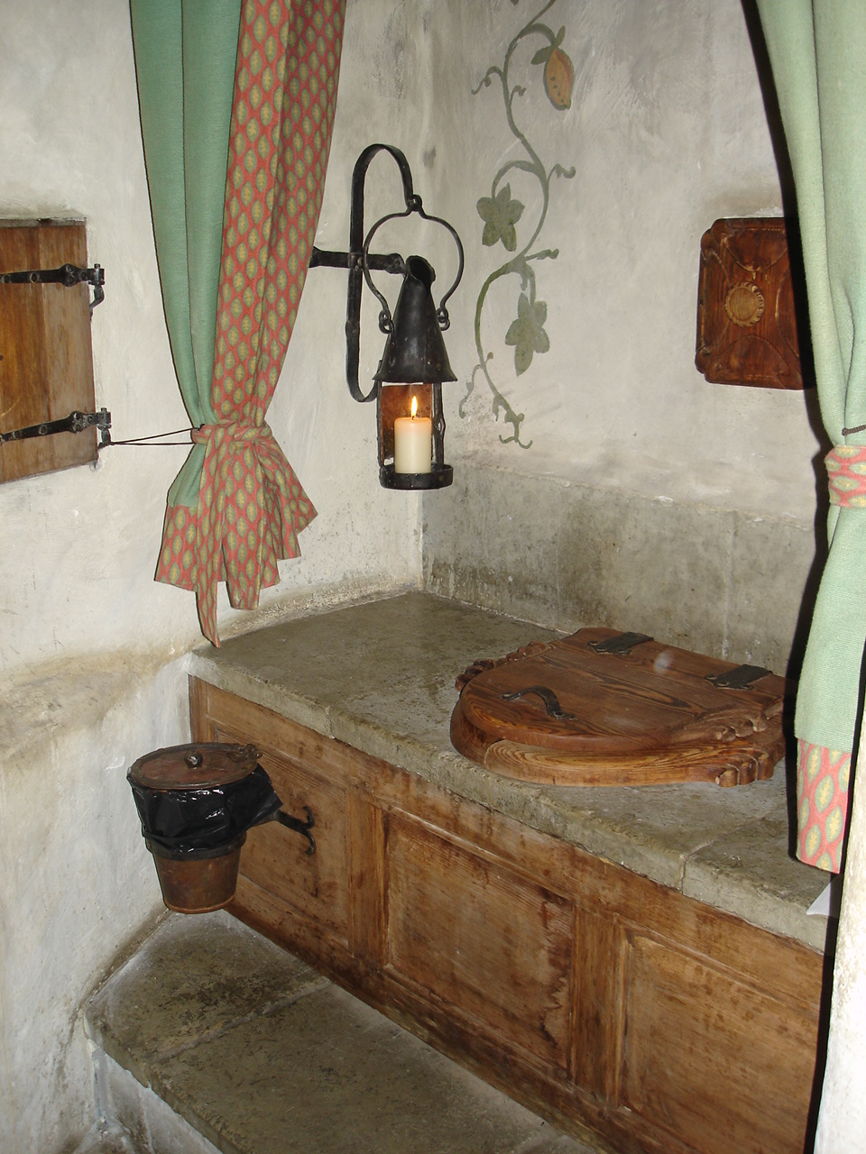 file tallinn olde hansa toilet wikimedia commons. Black Bedroom Furniture Sets. Home Design Ideas
