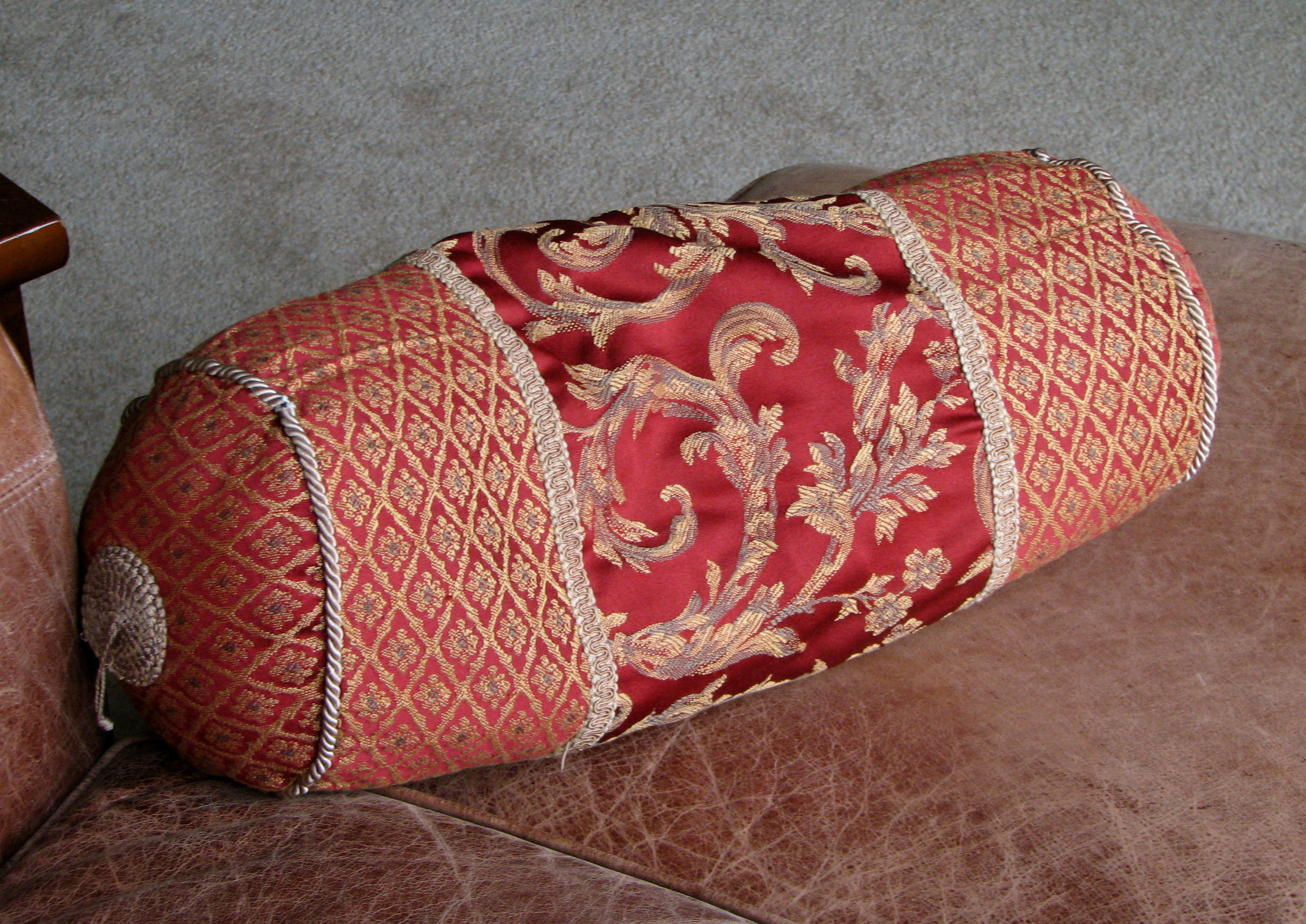 Types Of Decorative Pillow : File:Throw Pillow.JPG - Wikimedia Commons