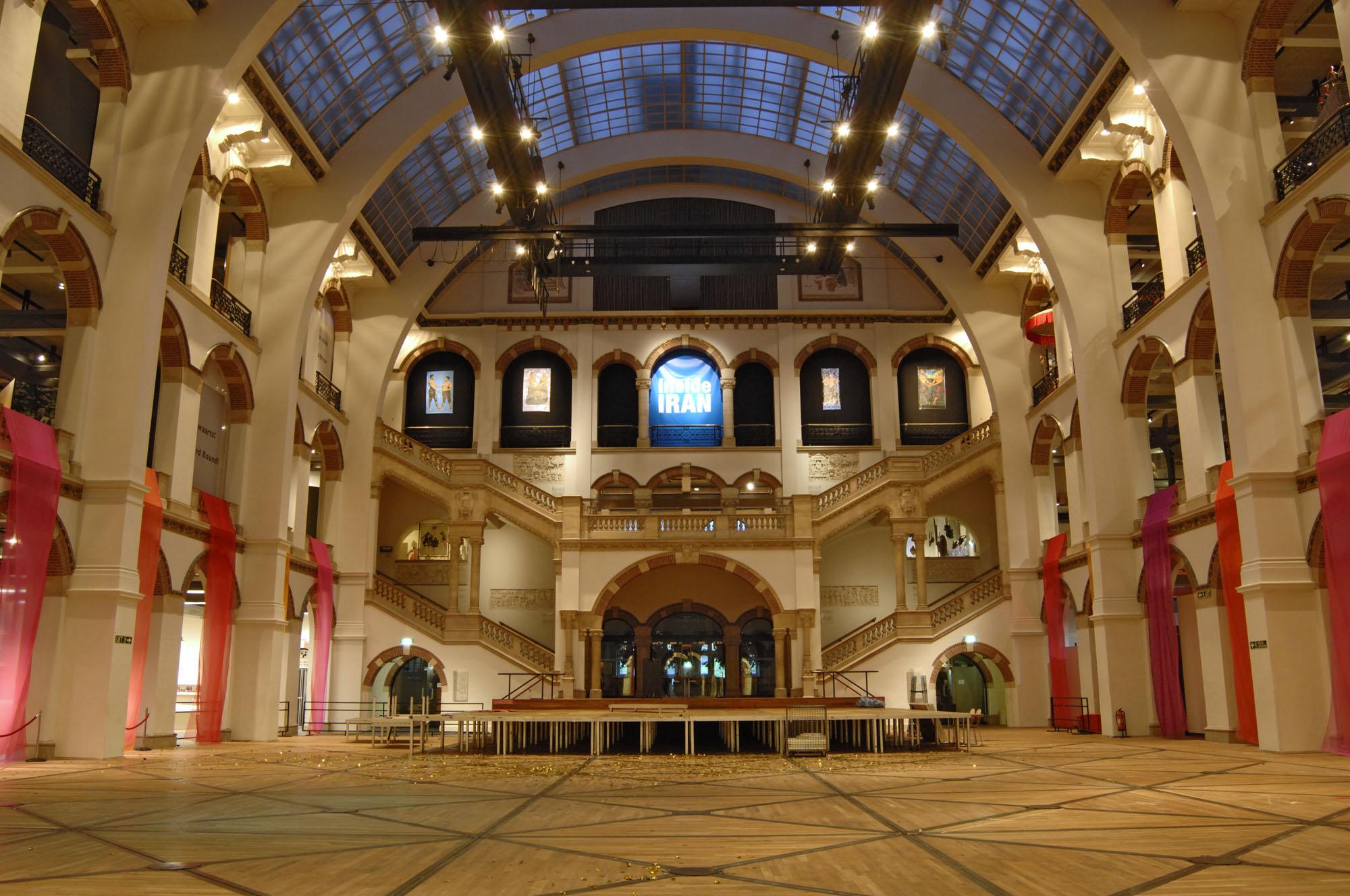 File tropenmuseum lichthal for Auto interieur reinigen amsterdam