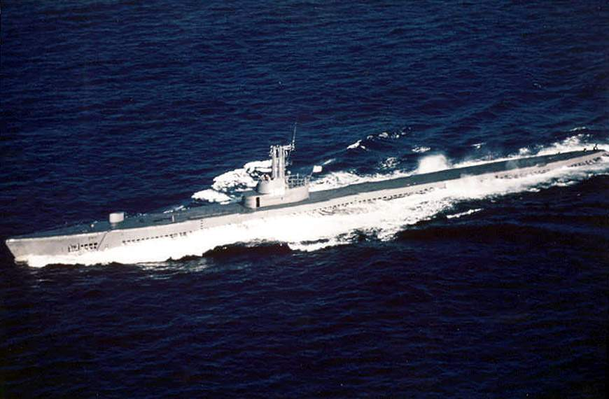 Uss Redfish Ss on 4 Cylinder F 1 Engines