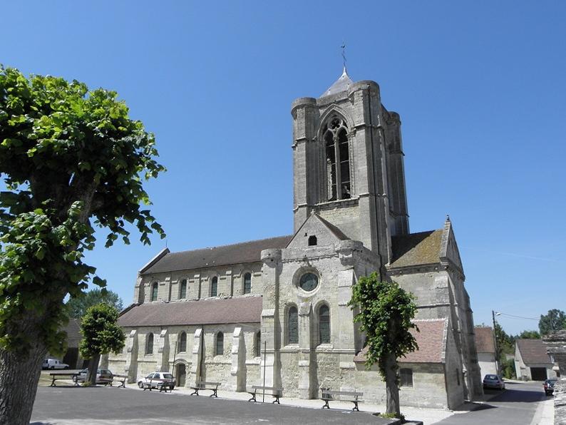 Façade sud de l'église Saint-Jean-Baptiste de Vorges (02).