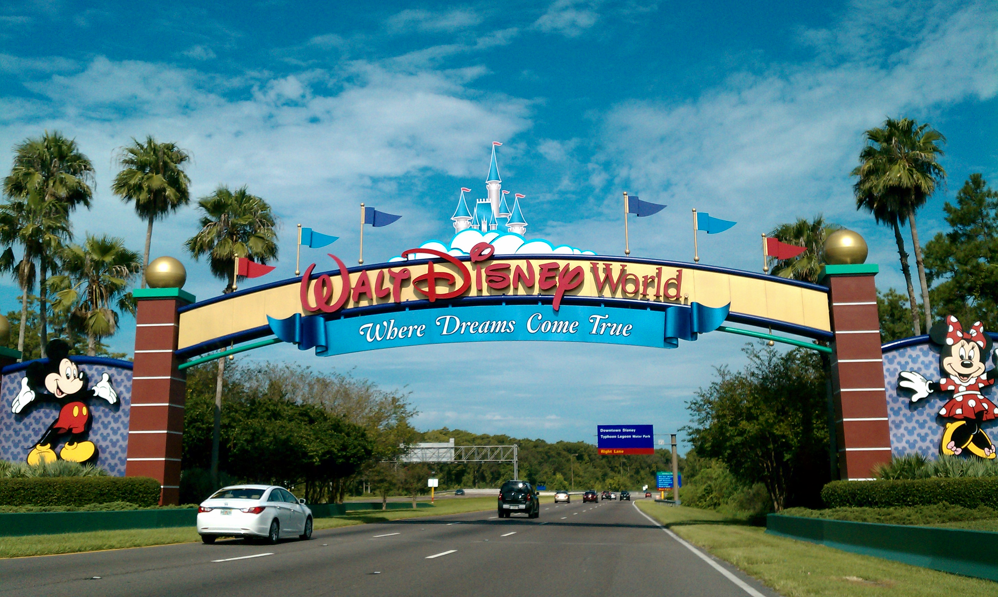 Description Walt Disney World Resort entrance.jpg