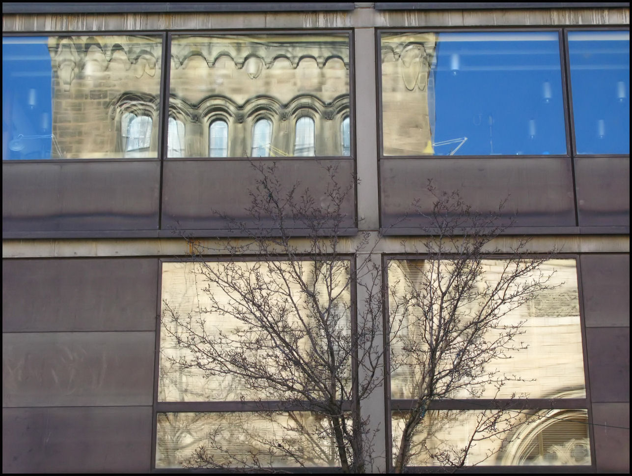 File:Yale Center for British Art- facade with reflections ...