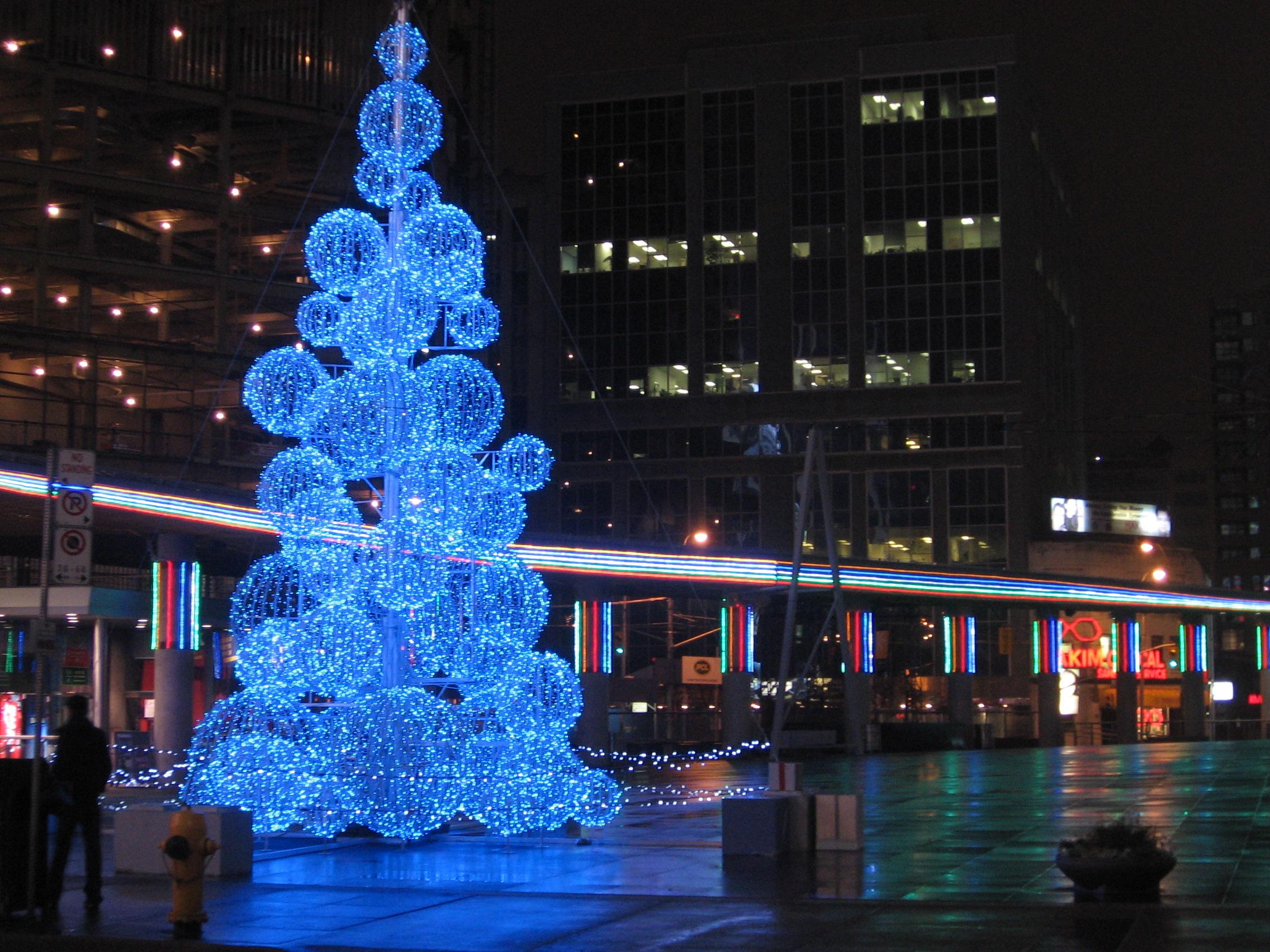 Montreal Christmas Decoration Dicks