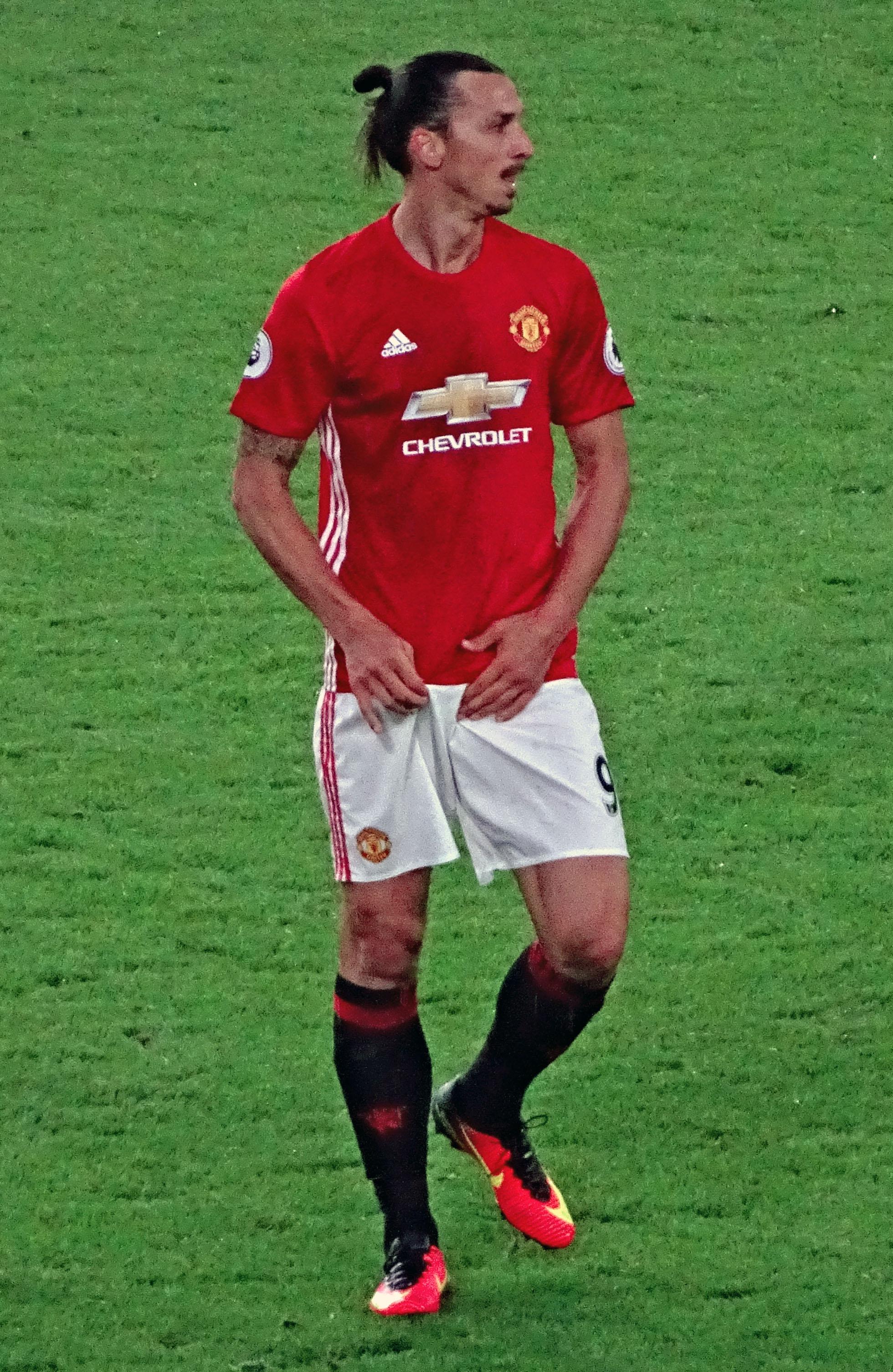 Utd Hull File:Zlatan v Man Ibrahimovic,  City 20160827
