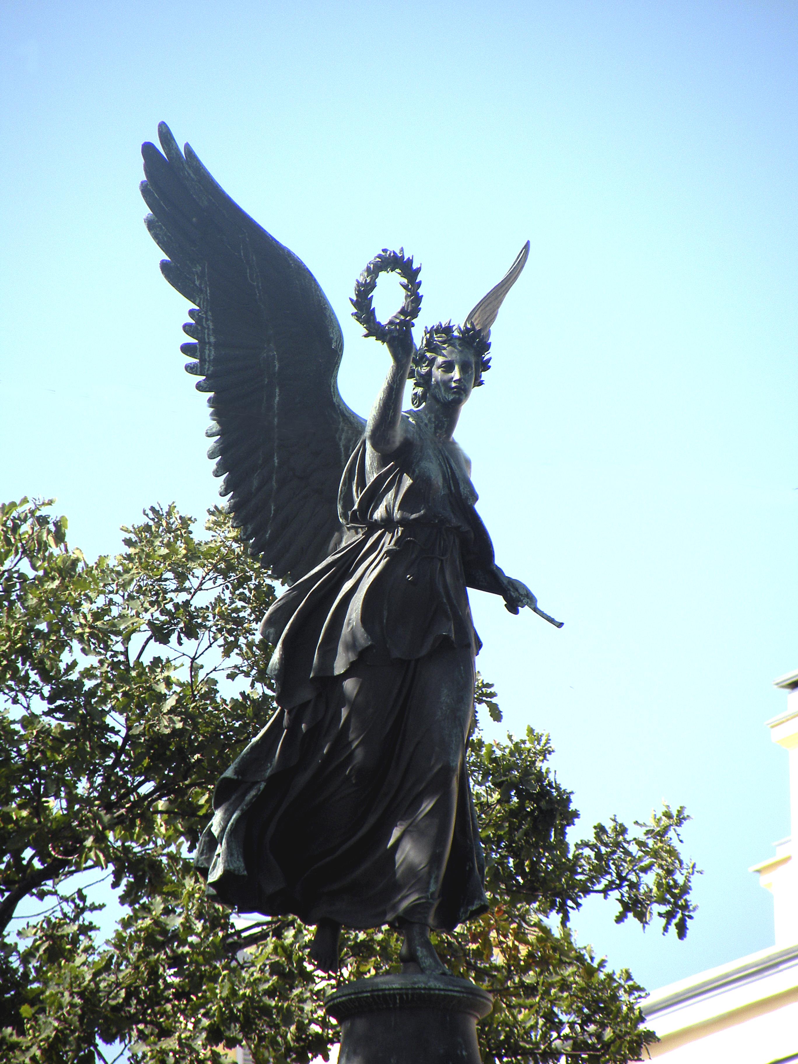 Картинки по запросу Богиня победы Ника. Конногвардейский бульвар