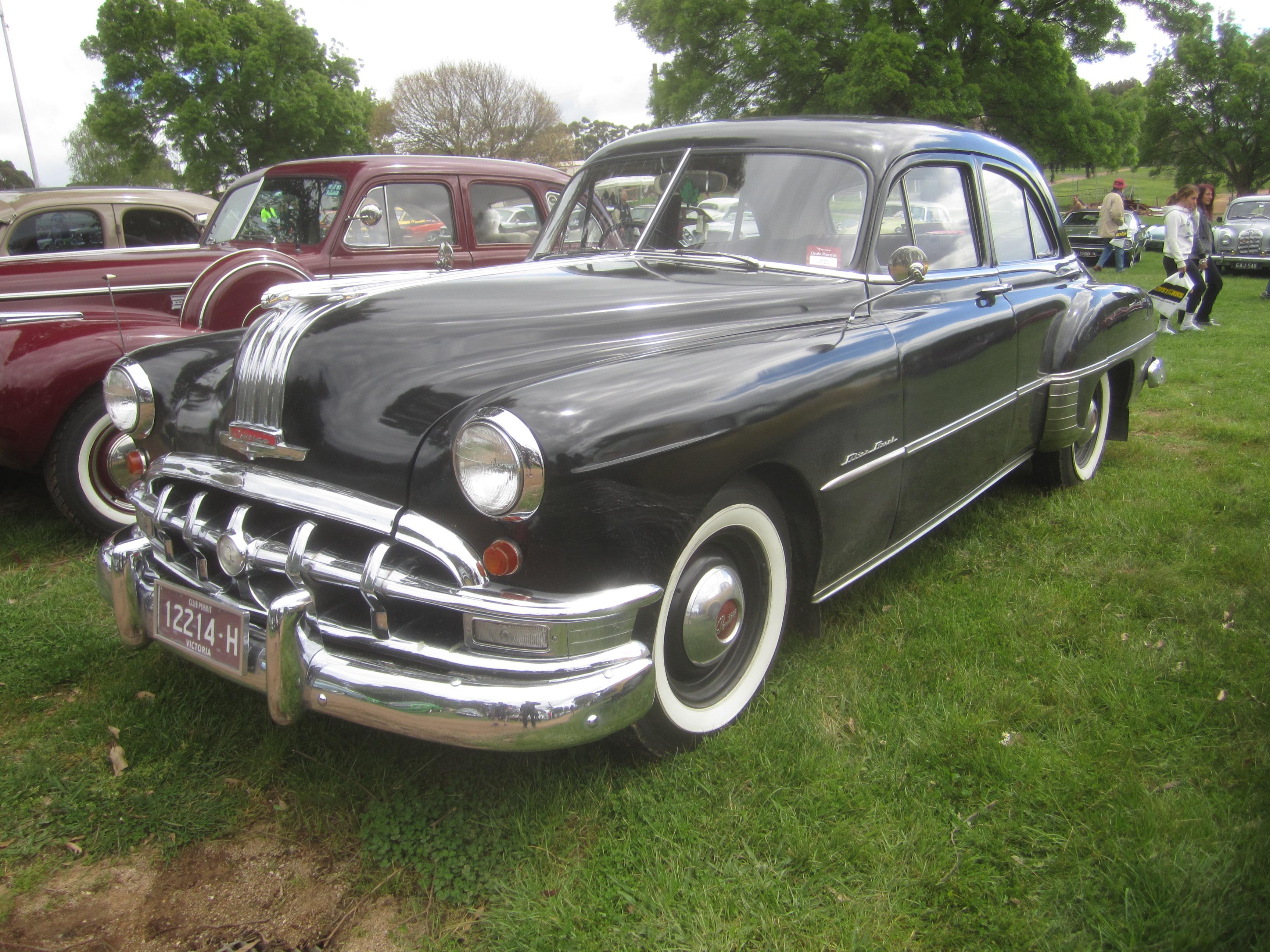 File 1950 Pontiac Chieftan Silver Streak Sedan Jpg Wikimedia Commons