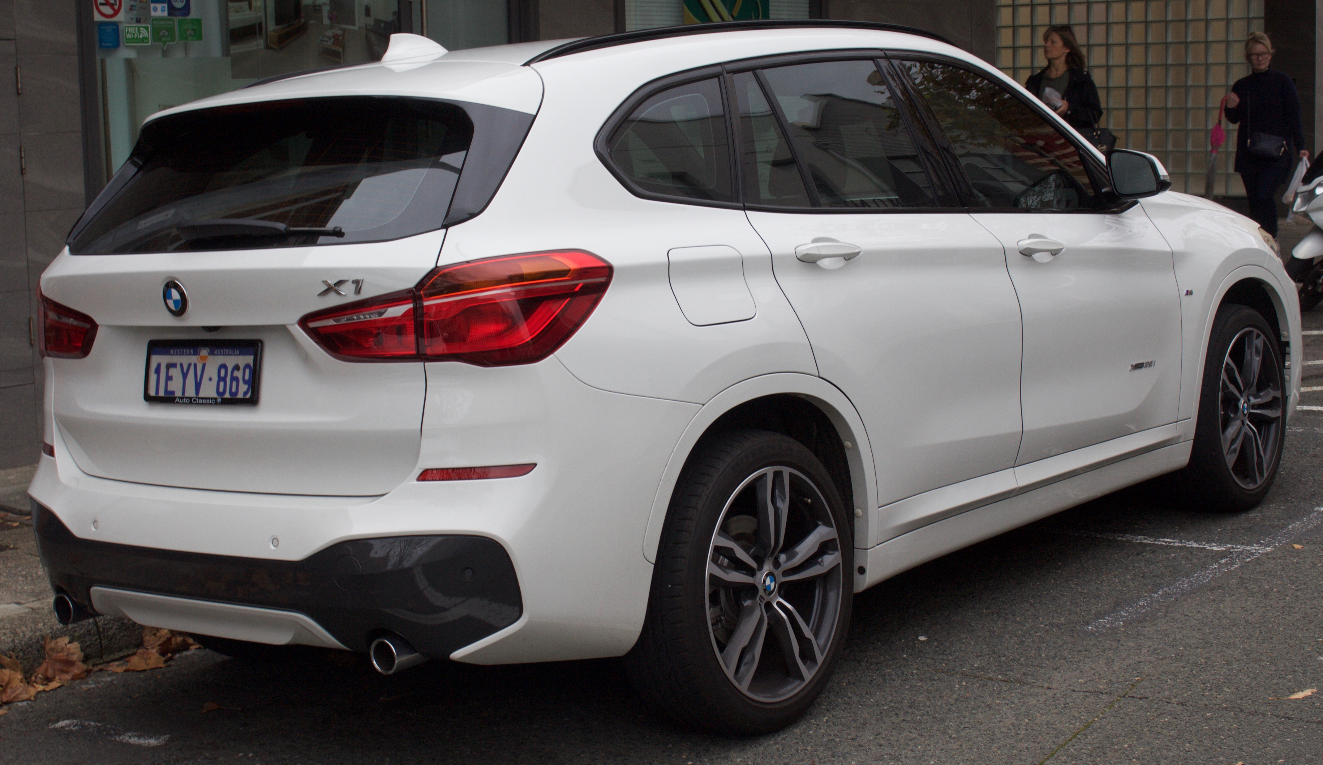 2016_BMW_X1_%28F84%29_xDrive25i_wagon_%282017 07 15%29_02 bmw x1 wikipedia  at edmiracle.co
