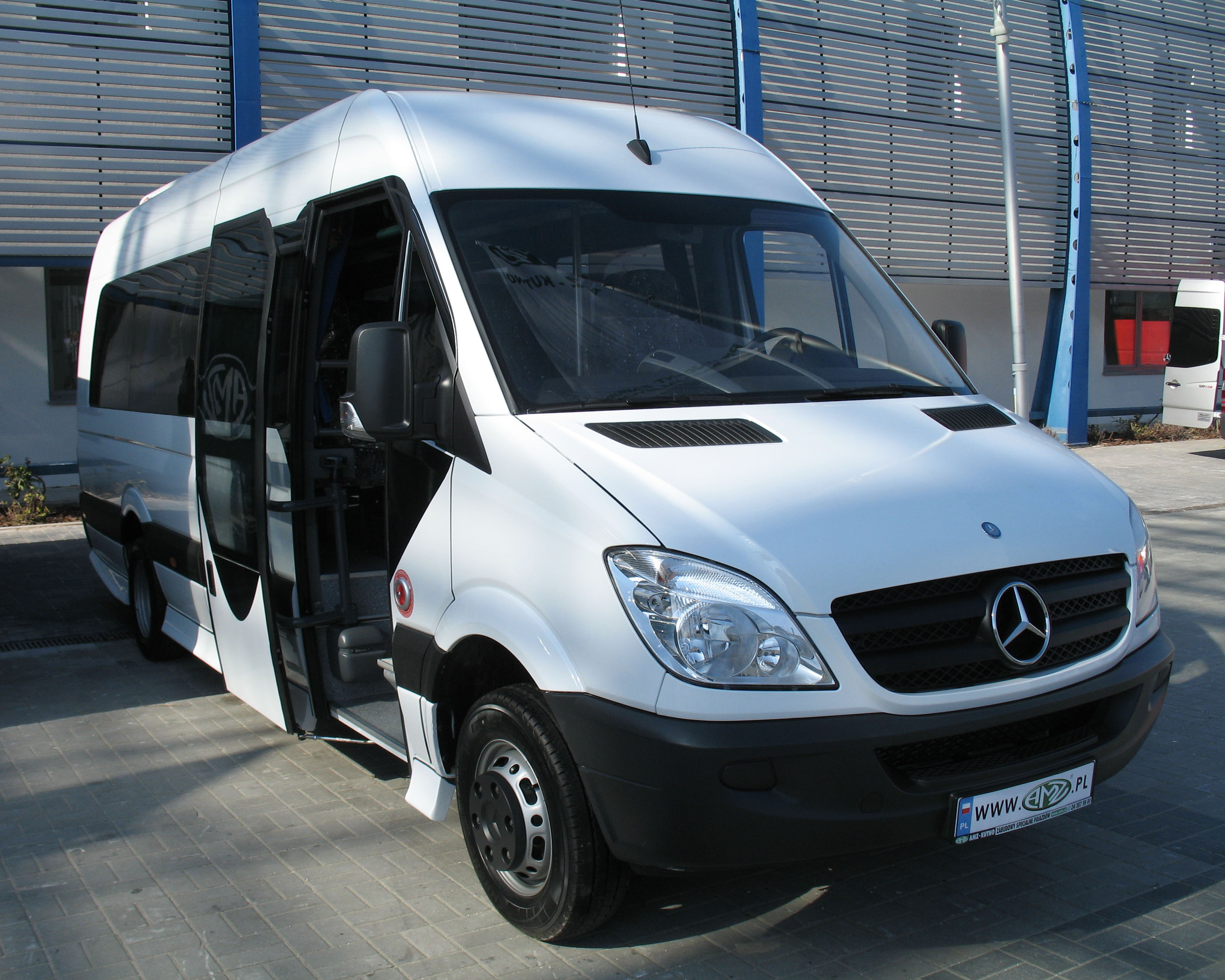 File amz mb sprinter bus wikimedia commons for Mercedes benz transit