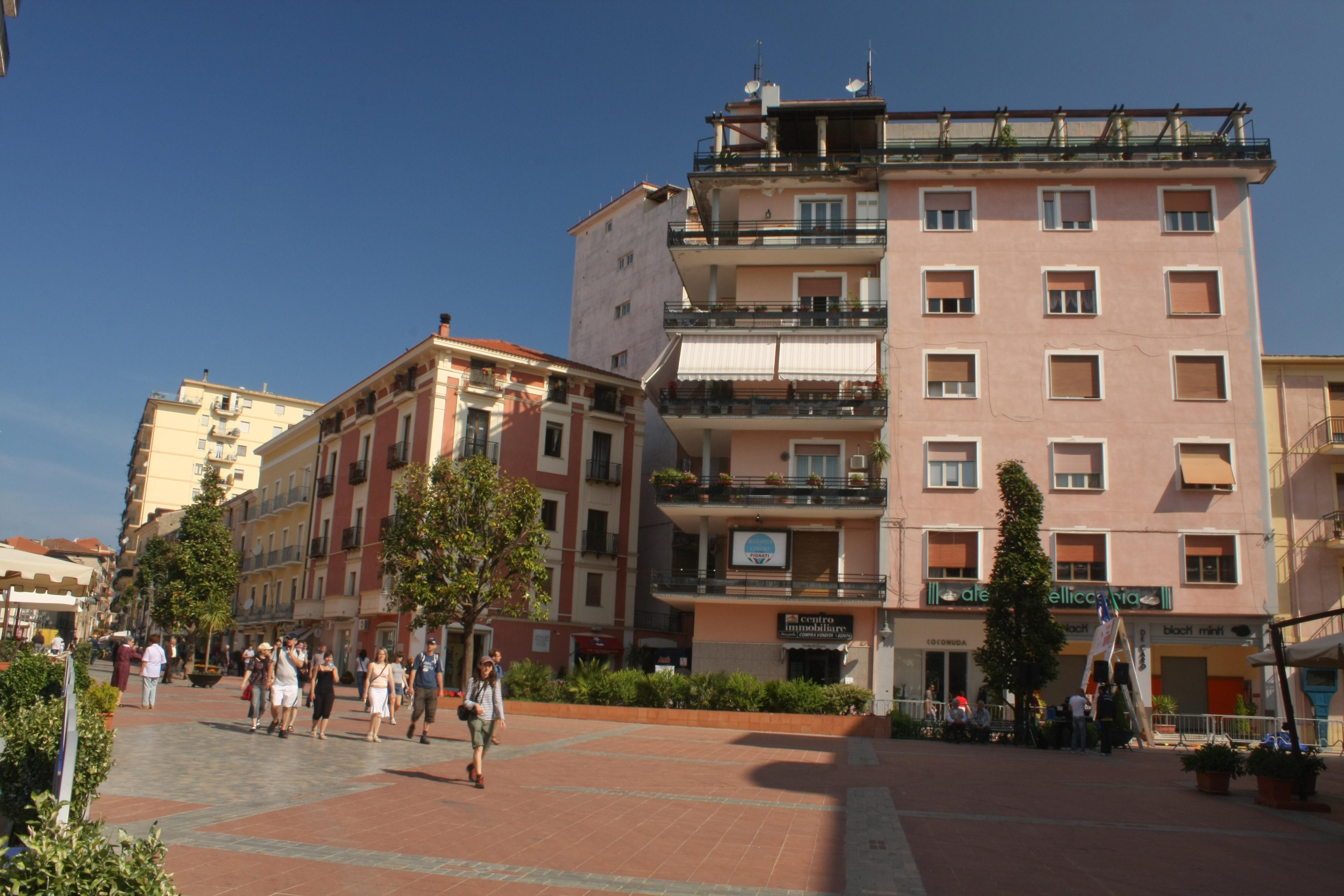 File:Agropoli, Italy - May 2010 (27).jpg - Wikimedia Commons: commons.wikimedia.org/wiki/file:agropoli,_italy_-_may_2010_(27).jpg