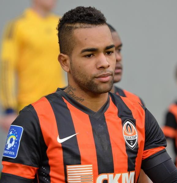 The 28-year old son of father (?) and mother(?) Alex Teixeira in 2018 photo. Alex Teixeira earned a  million dollar salary - leaving the net worth at 2 million in 2018
