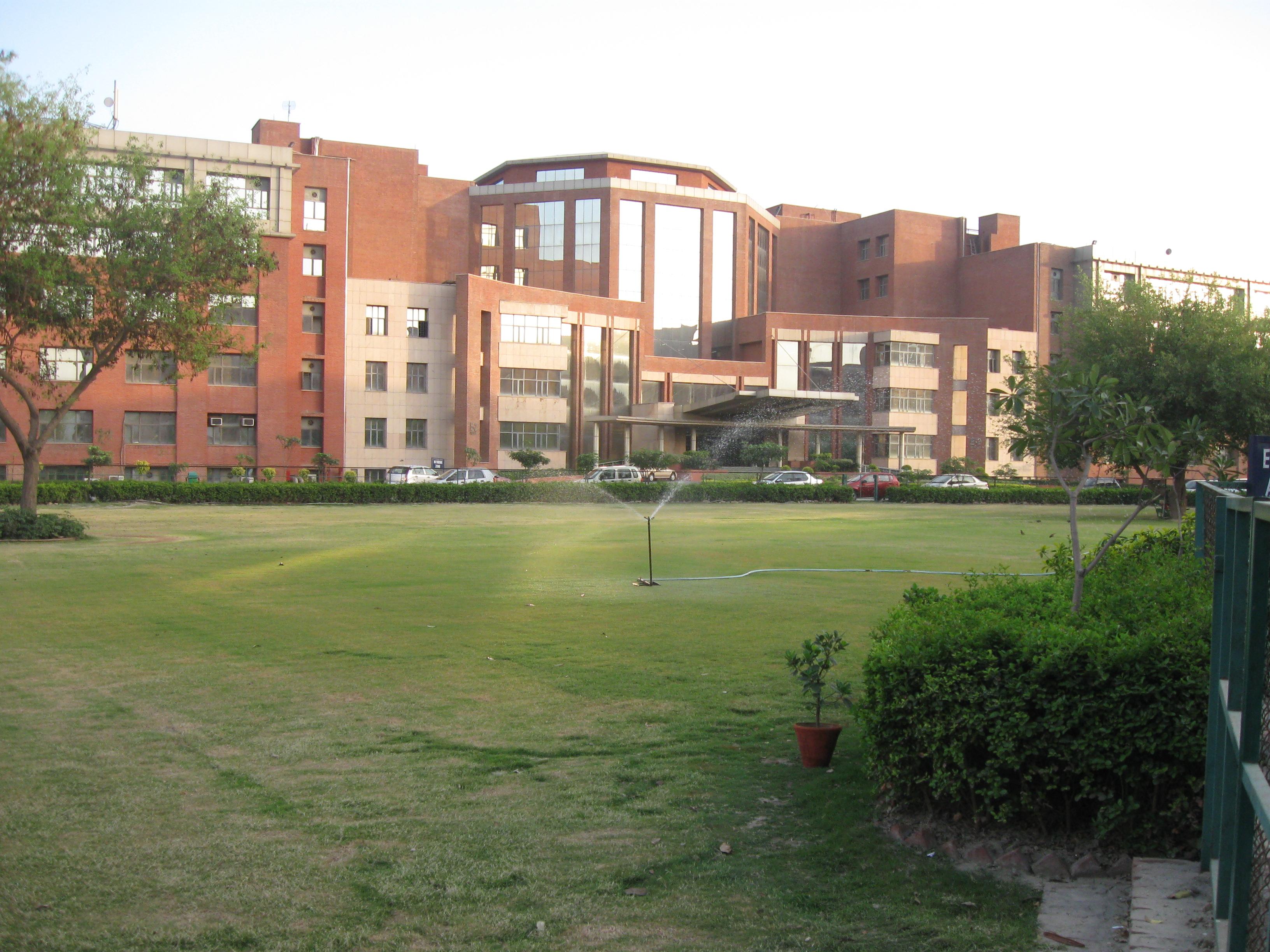 Amity University Noida Fee Structure For Fashion Designing