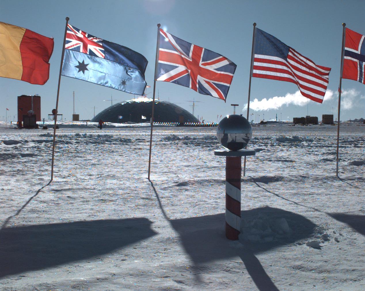 Le mythe de la terre creuse AmundsenScottSuedpolStation