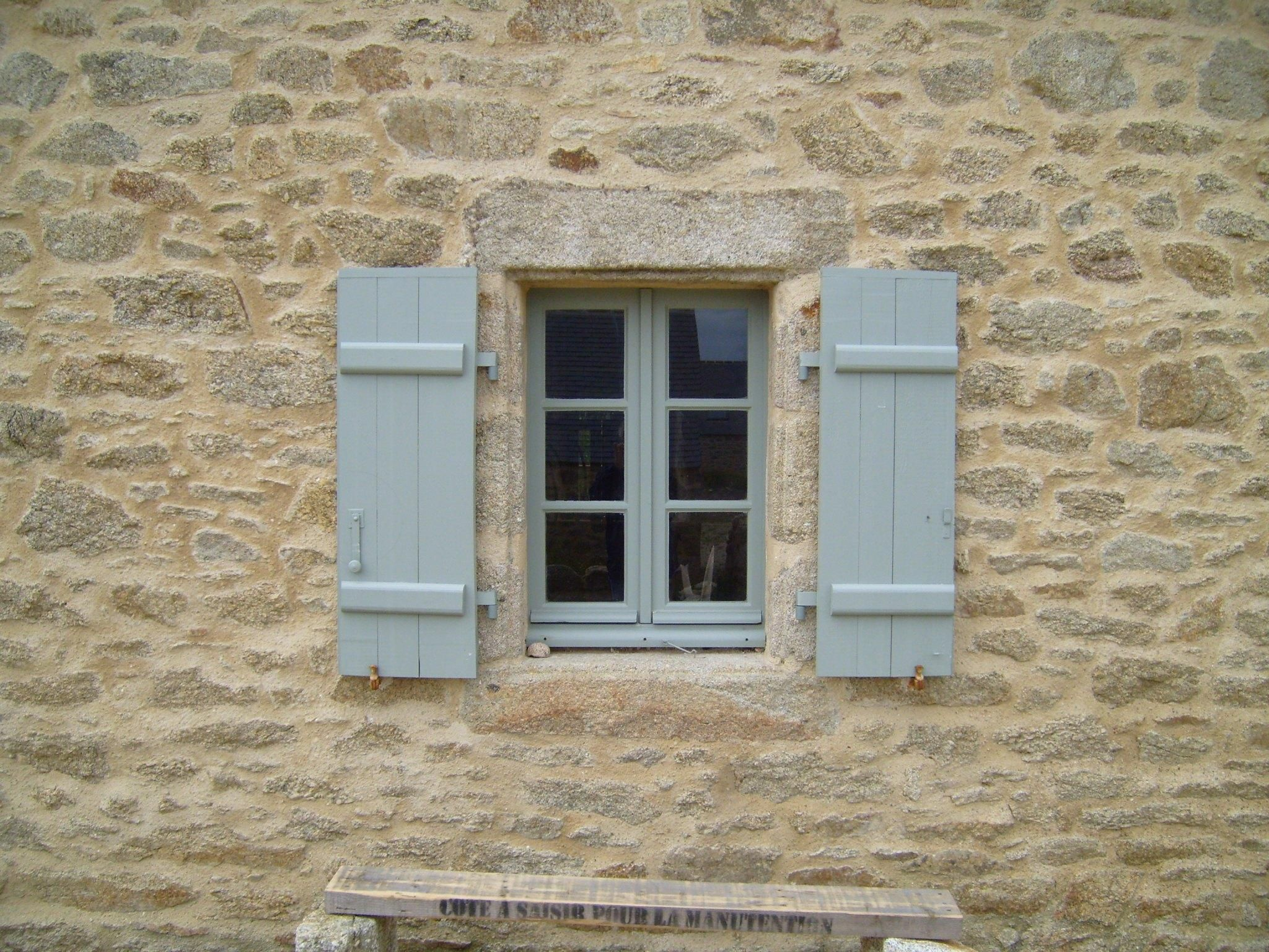 File antique windows on stone wikimedia commons for Windows for my house