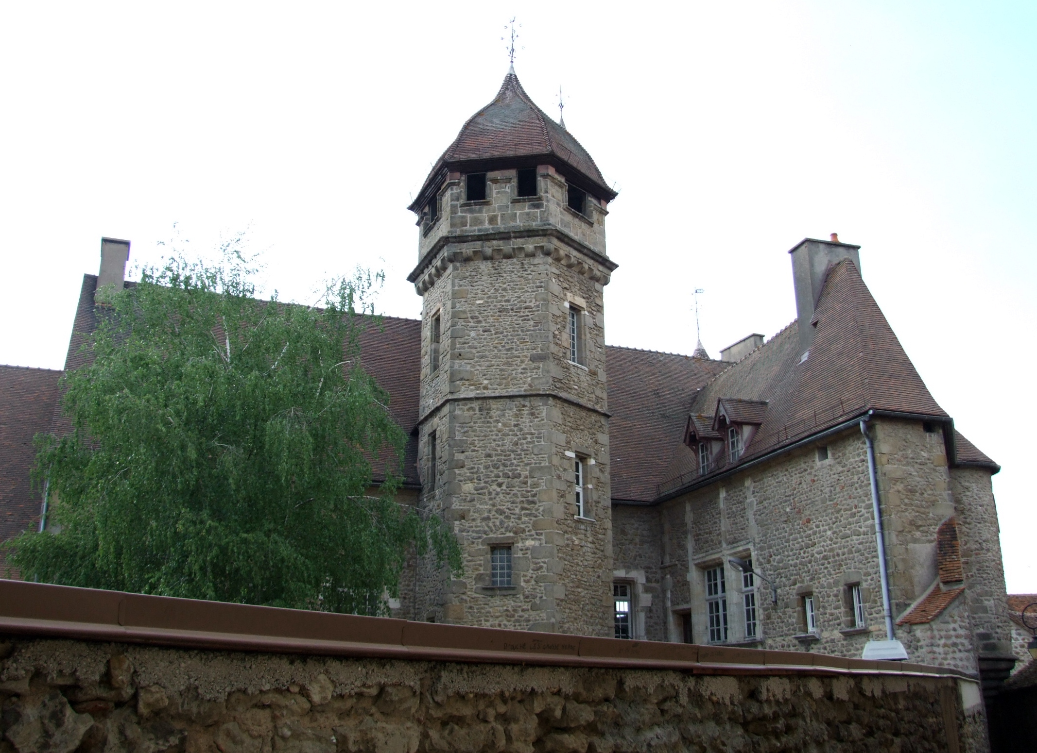 Arnay France  city pictures gallery : Arnay le duc Chateau Princes de Conde 1 Wikimedia Commons