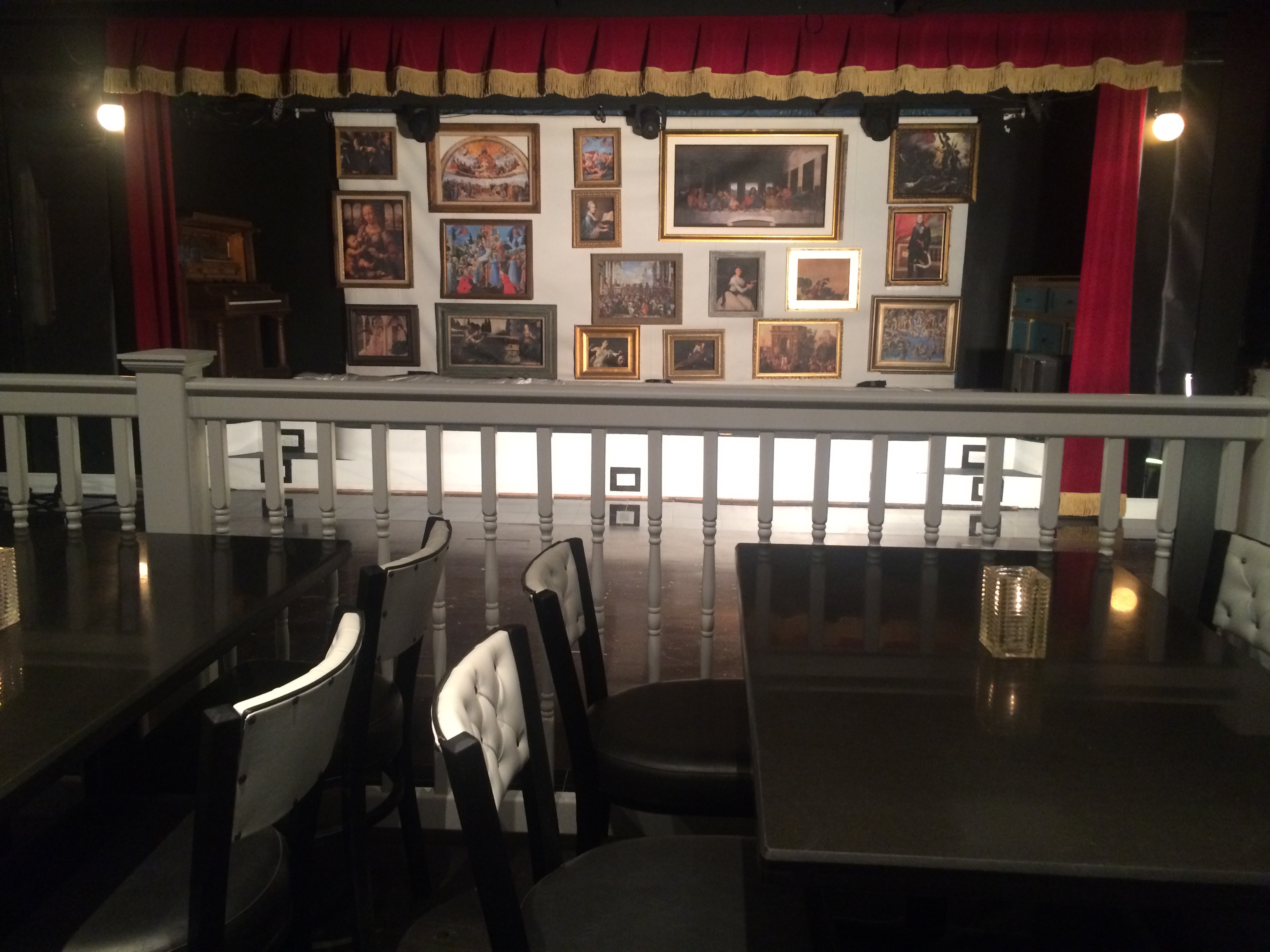 File art deco theater music venue design with multiple for Art maison deco