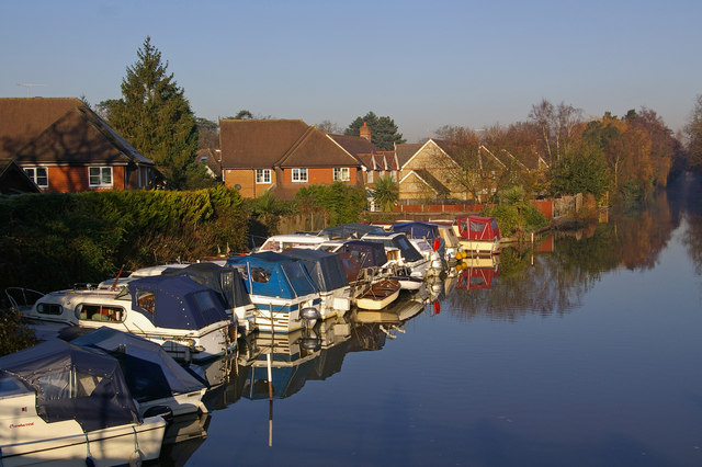 Boats on the River Wey Navigation at Parvis Bridge - geograph.org.uk - 632700