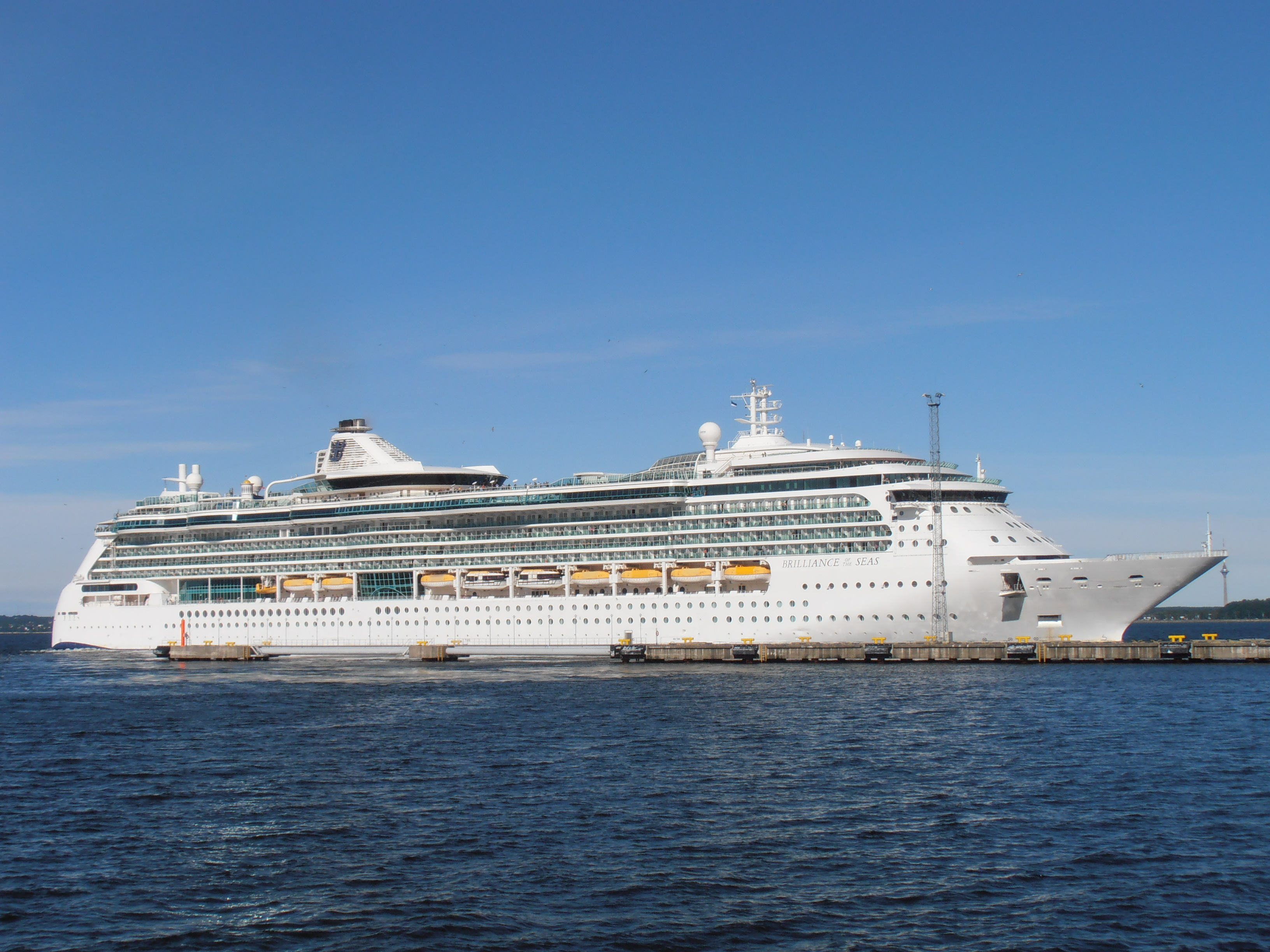 File:Brilliance of the Seas in Tallinn 9 August 2012.JPG - Wikimedia Commons