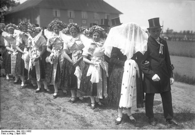 File:Bundesarchiv Bild 102-11632, Spreewald, Wenden-Hochzeit.jpg