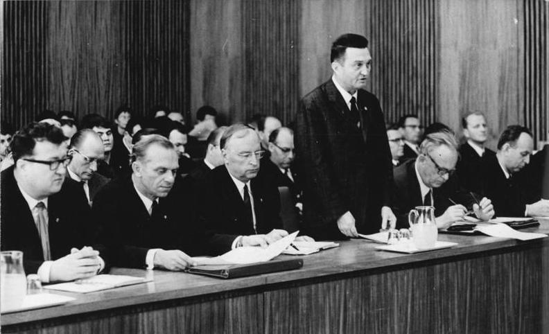 Bundesarchiv Bild 183-G1004-0021-001, Berlin, 12. DDR-Staatsratsitzung
