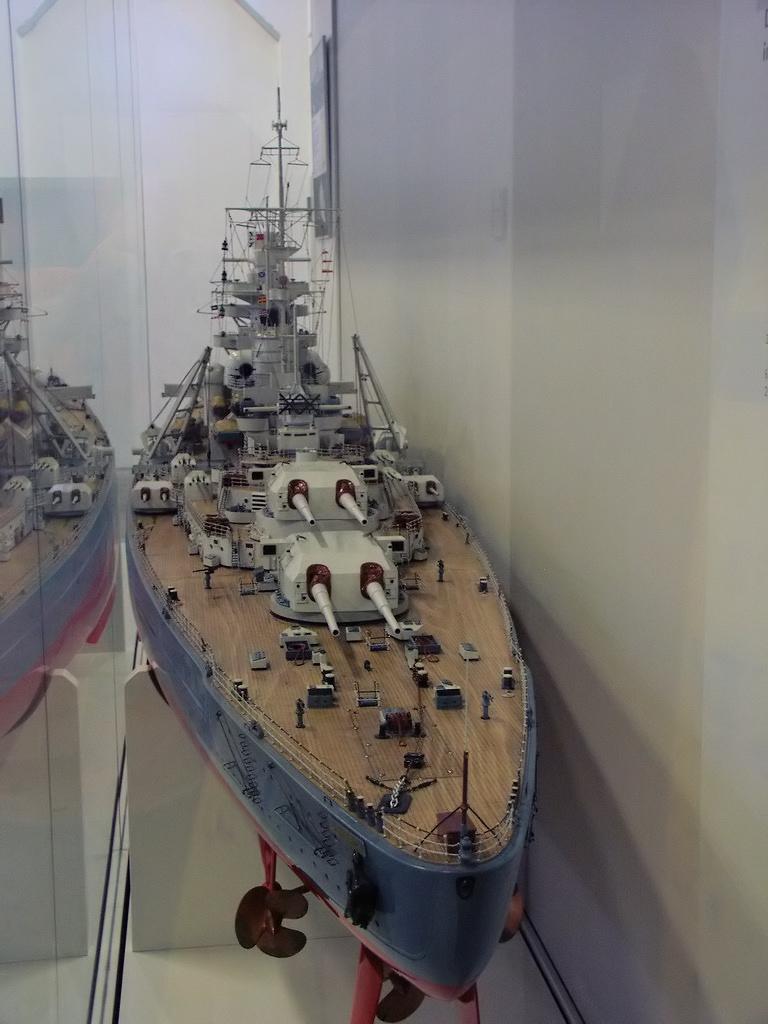 قصة مطاردة واغراق البارجة الاسطورة بسمارك Bundeswehrmuseum_Dresden_13