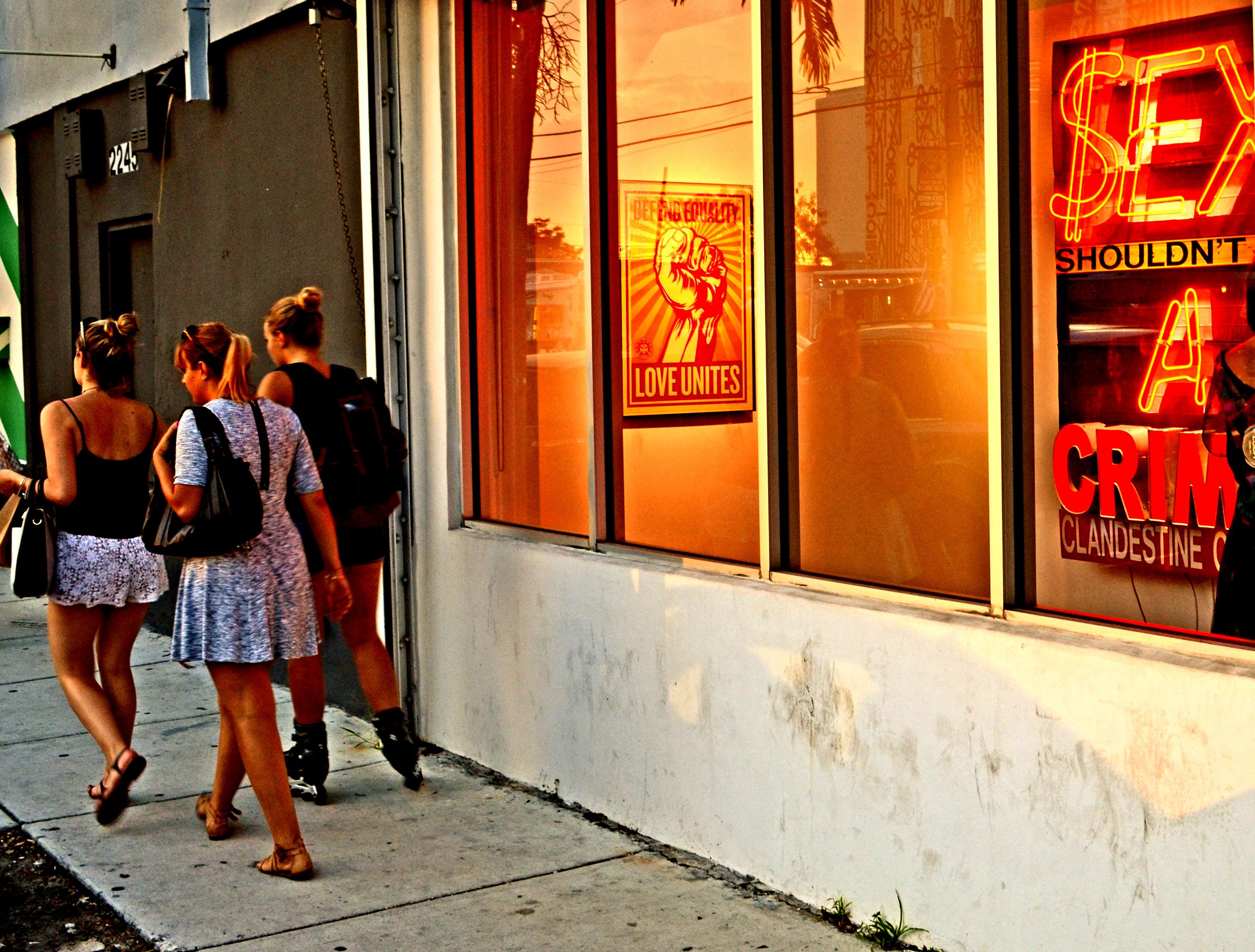 Sex on street gallery