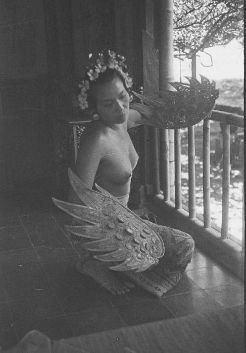 File:COLLECTIE TROPENMUSEUM Portret van Ni Pollok vrouw en model van ...