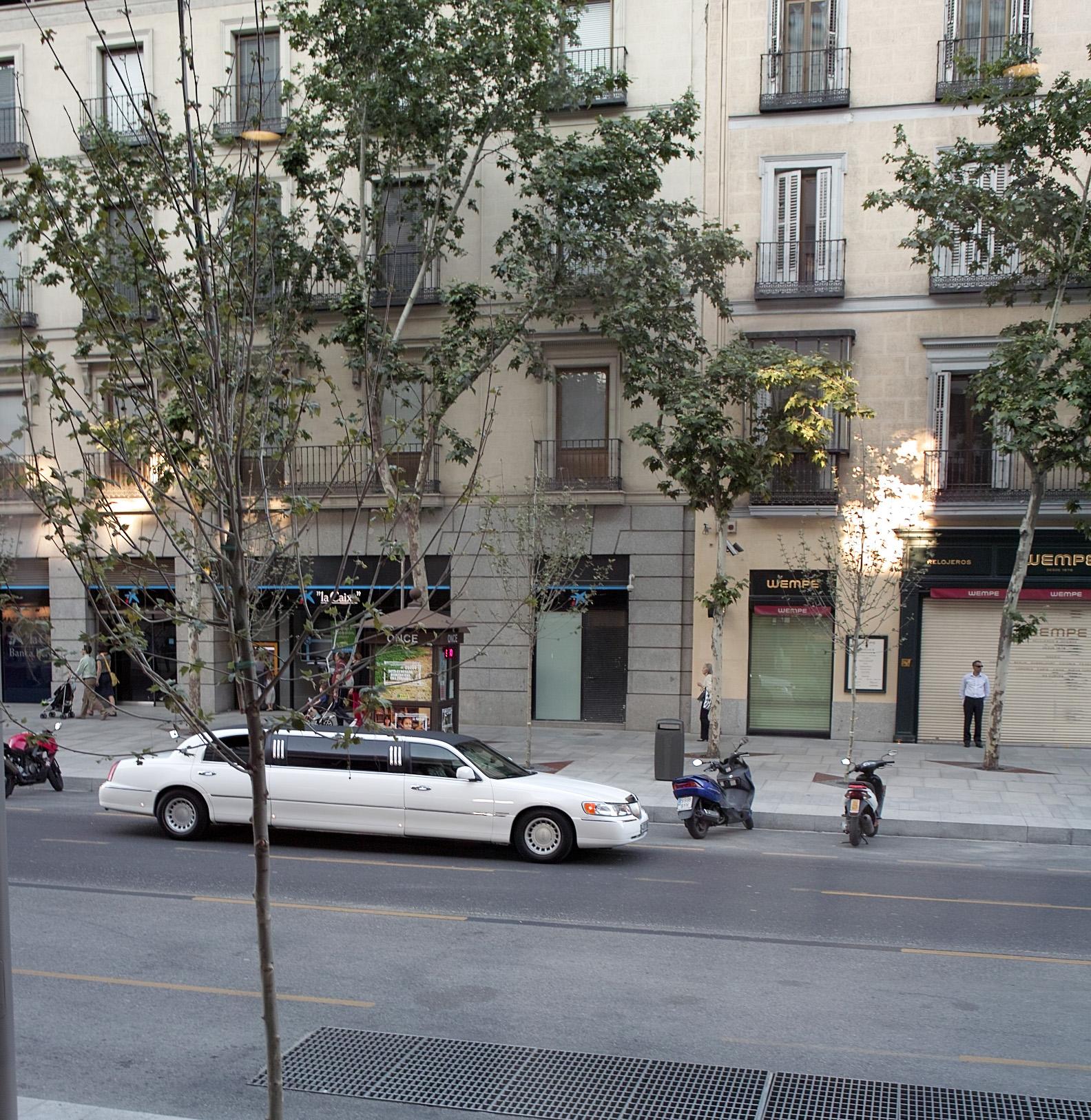 File calle serrano madrid wikimedia commons - Calle serrano 55 madrid ...