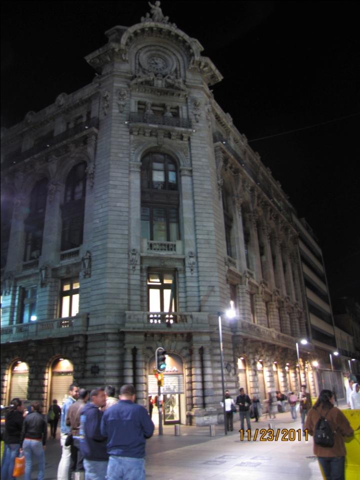 http://upload.wikimedia.org/wikipedia/commons/9/90/Calle_Madero_3.jpeg